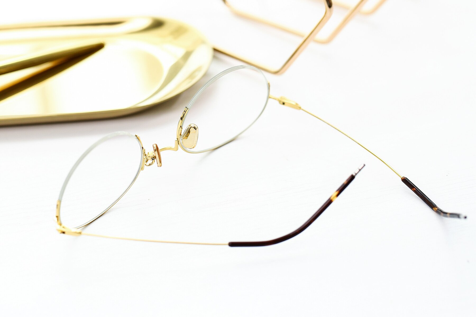 Lifestyle photography #2 of 80039 in Black-Gold with Clear Eyeglass Lenses