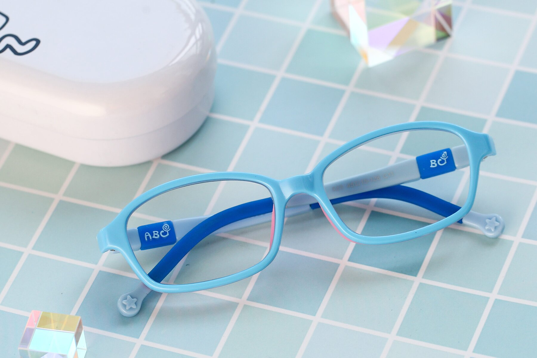Lifestyle photography #1 of 533 in Sky Blue-Navy with Clear Blue Light Blocking Lenses