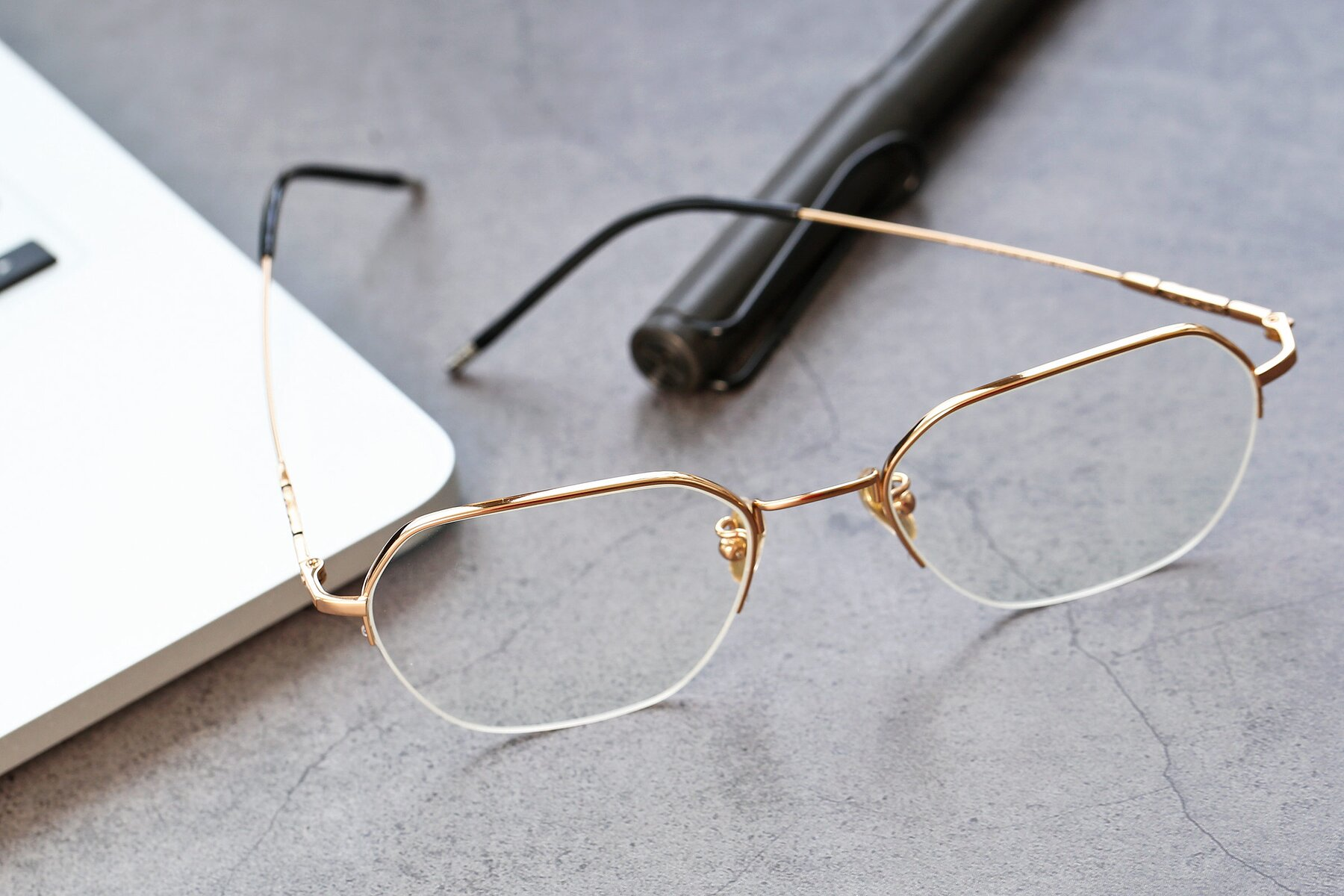 Lifestyle photography #2 of 90011 in Gold with Clear Eyeglass Lenses