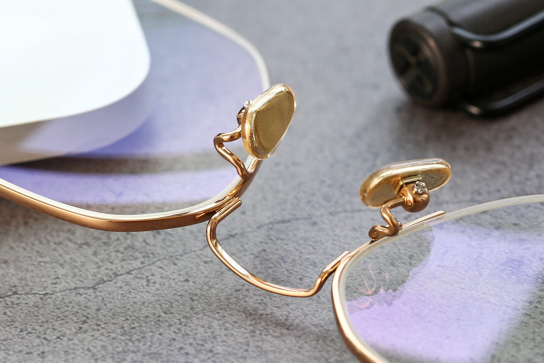 Lifestyle photography #3 of 90011 in Gold with Clear Eyeglass Lenses