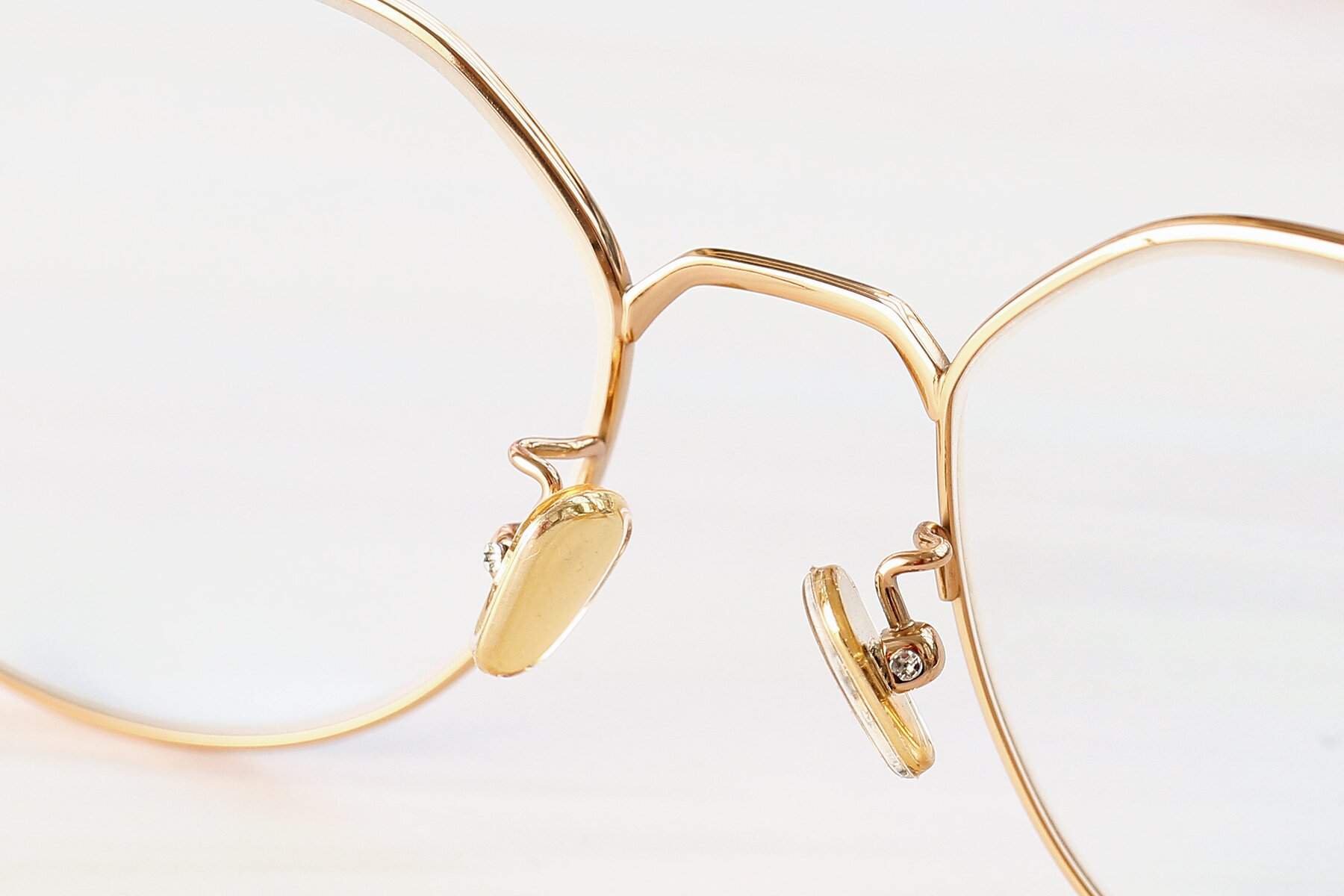 Lifestyle photography #3 of 90022 in Gold with Clear Eyeglass Lenses