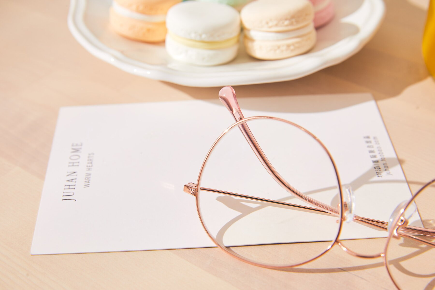 Lifestyle photography #3 of Dallas in Rose Gold with Clear Eyeglass Lenses