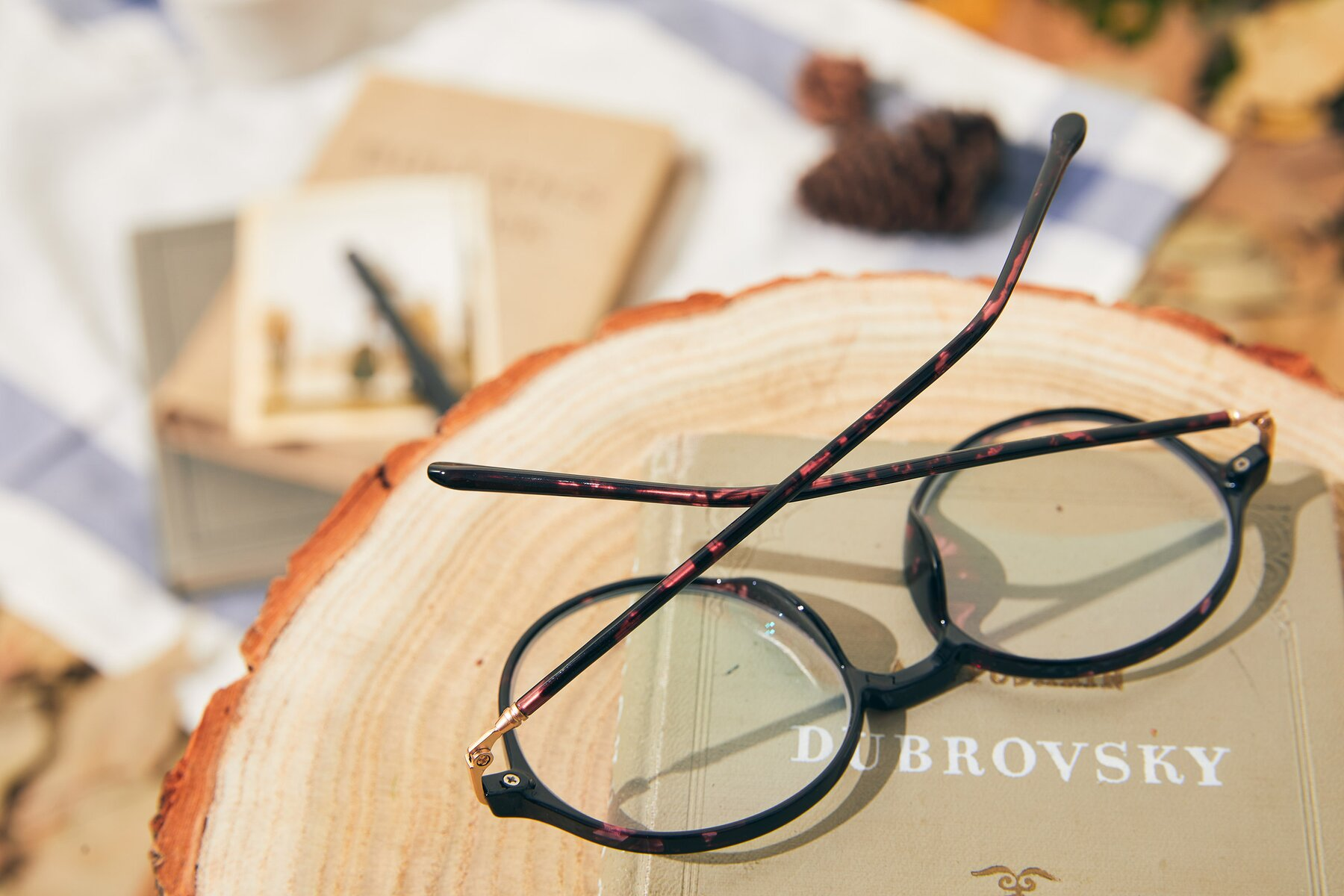 Lifestyle photography #3 of 12026 in Tortoise with Clear Eyeglass Lenses
