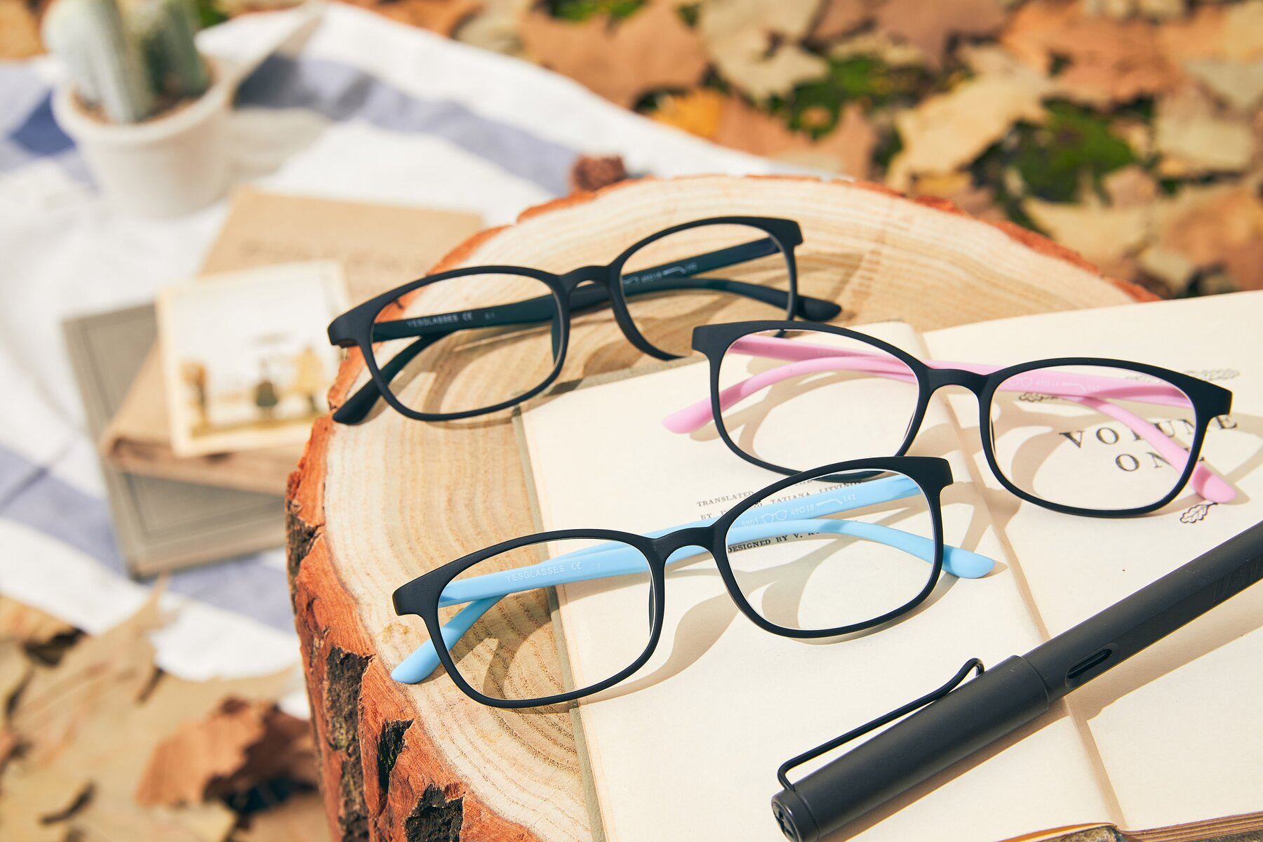 Lifestyle photography #4 of 9805 in Matte Black-Blue with Clear Eyeglass Lenses