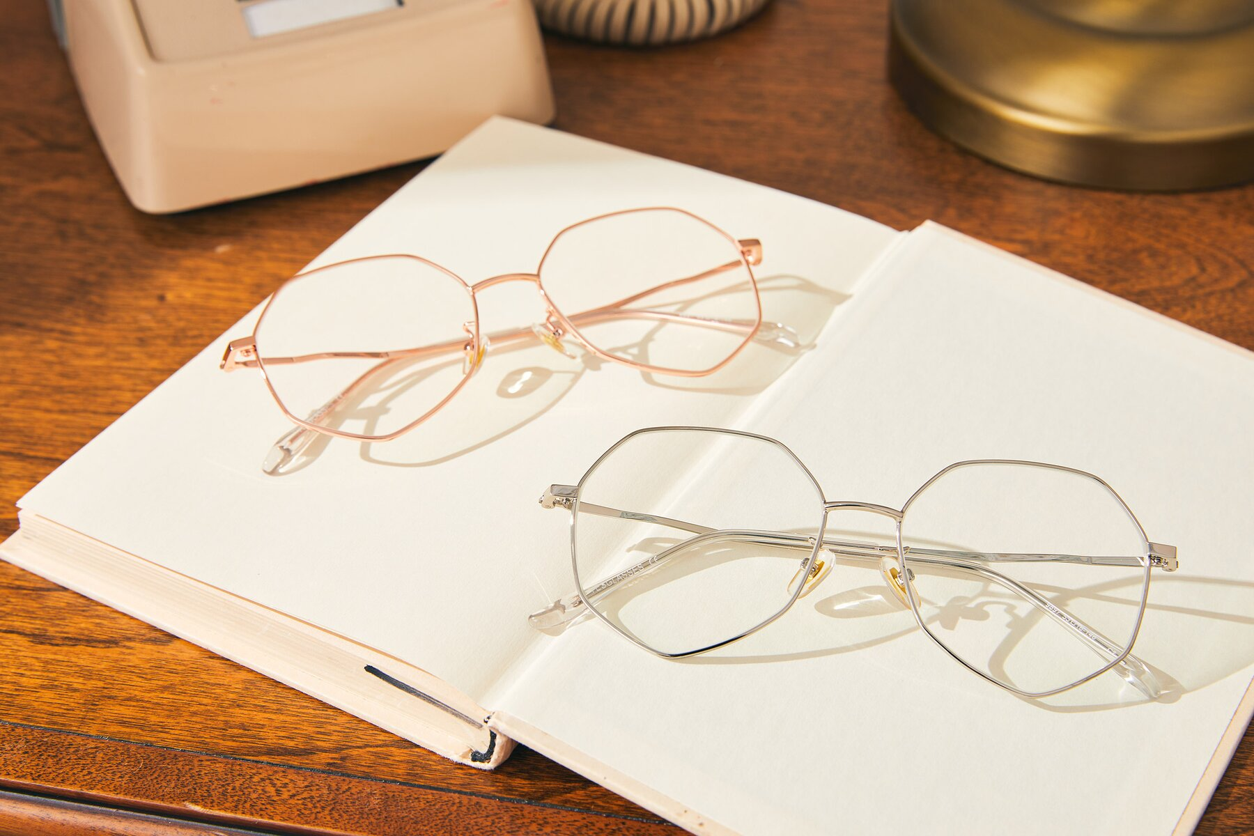 Lifestyle photography #4 of 9897 in Silver with Clear Eyeglass Lenses