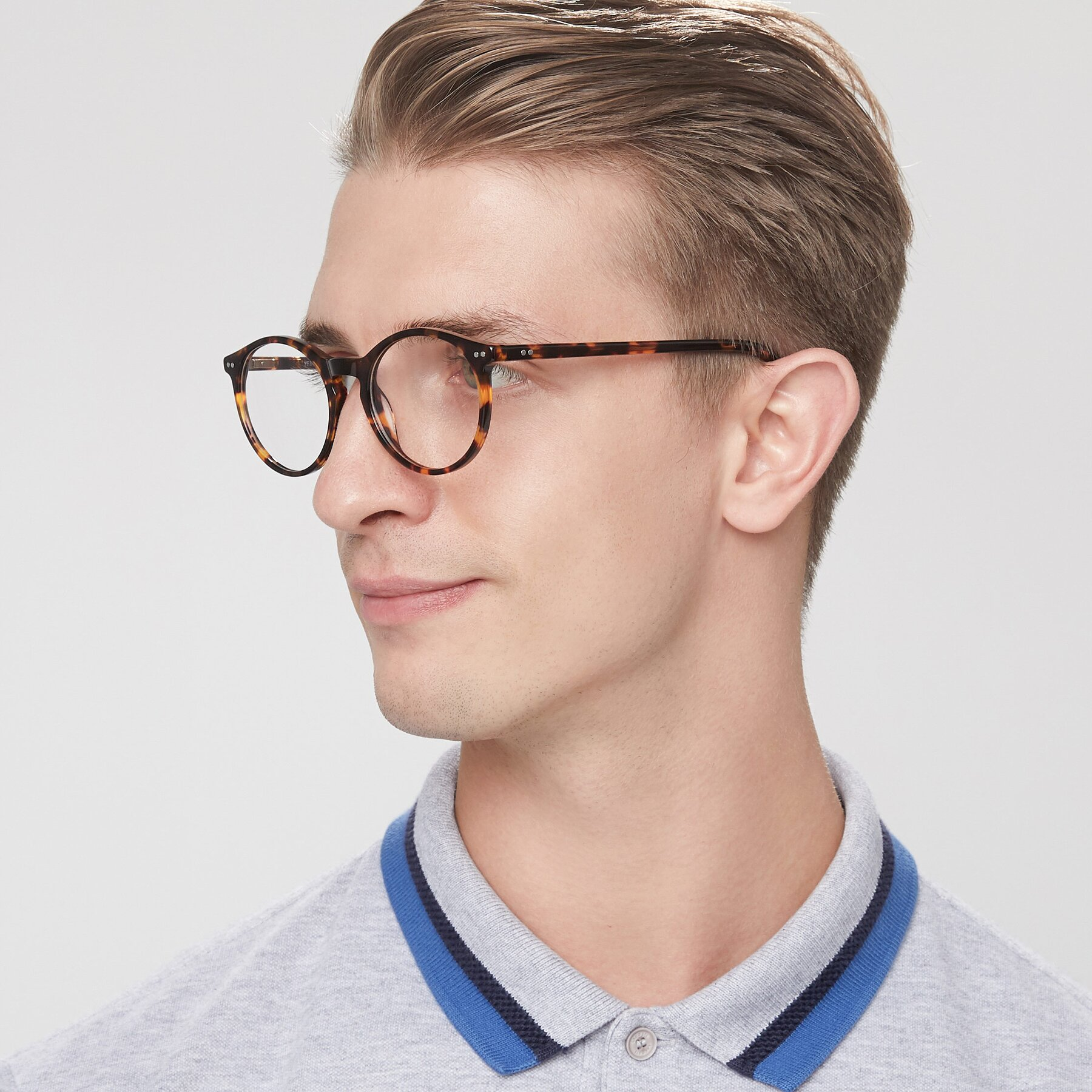 Men's lifestyle photography of Echo in Tortoise with Clear Eyeglass Lenses