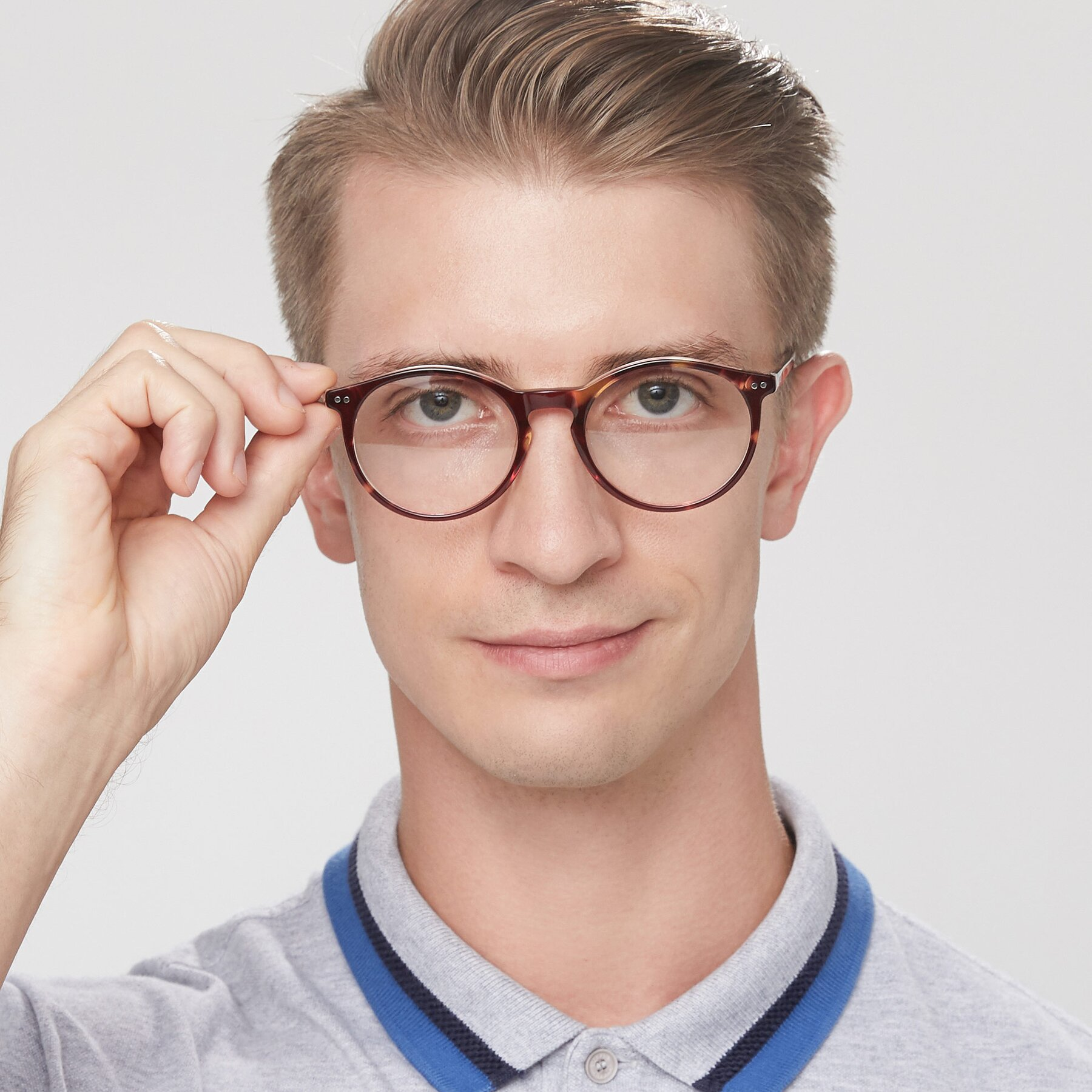 Men's lifestyle photography of Echo in Tortoise-Clear with Clear Eyeglass Lenses