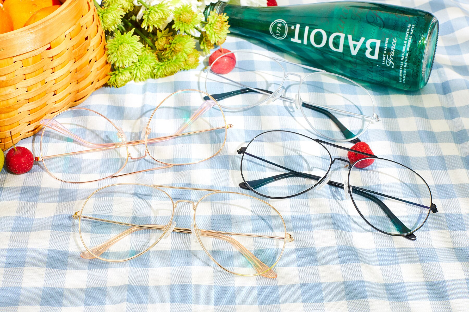 Lifestyle photography #4 of Paradise in Gold with Clear Eyeglass Lenses
