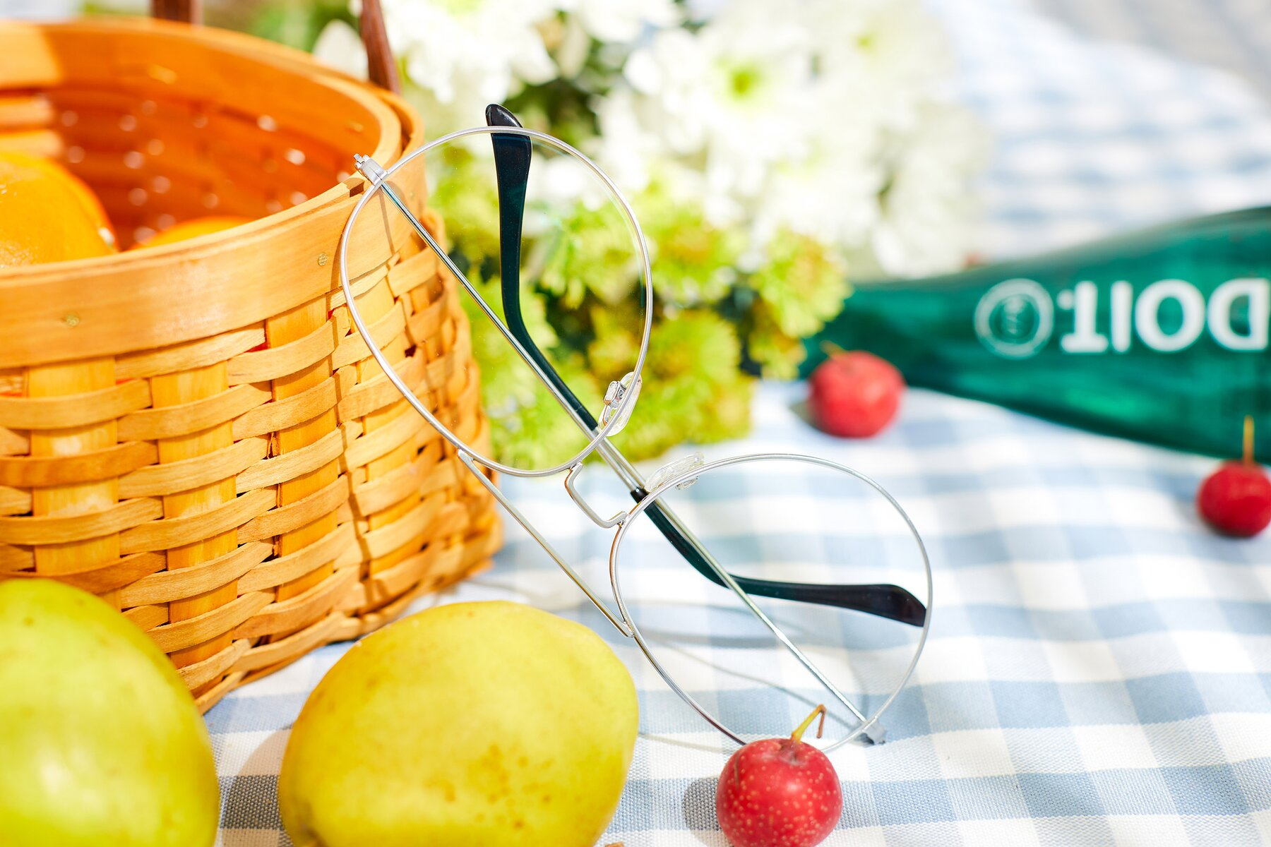 Lifestyle photography #2 of Paradise in Silver with Clear Eyeglass Lenses