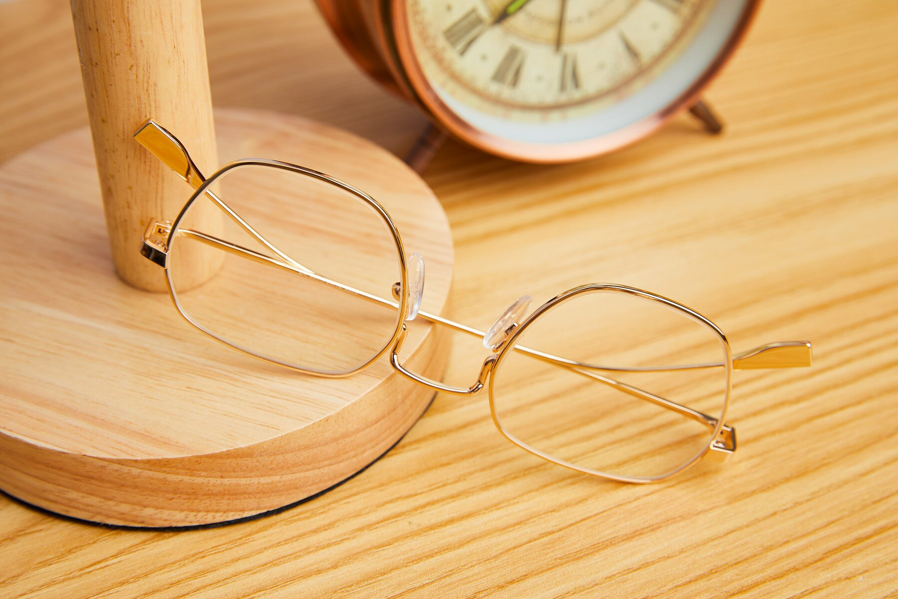 Lifestyle photography #2 of 9398 in Gold with Clear Eyeglass Lenses