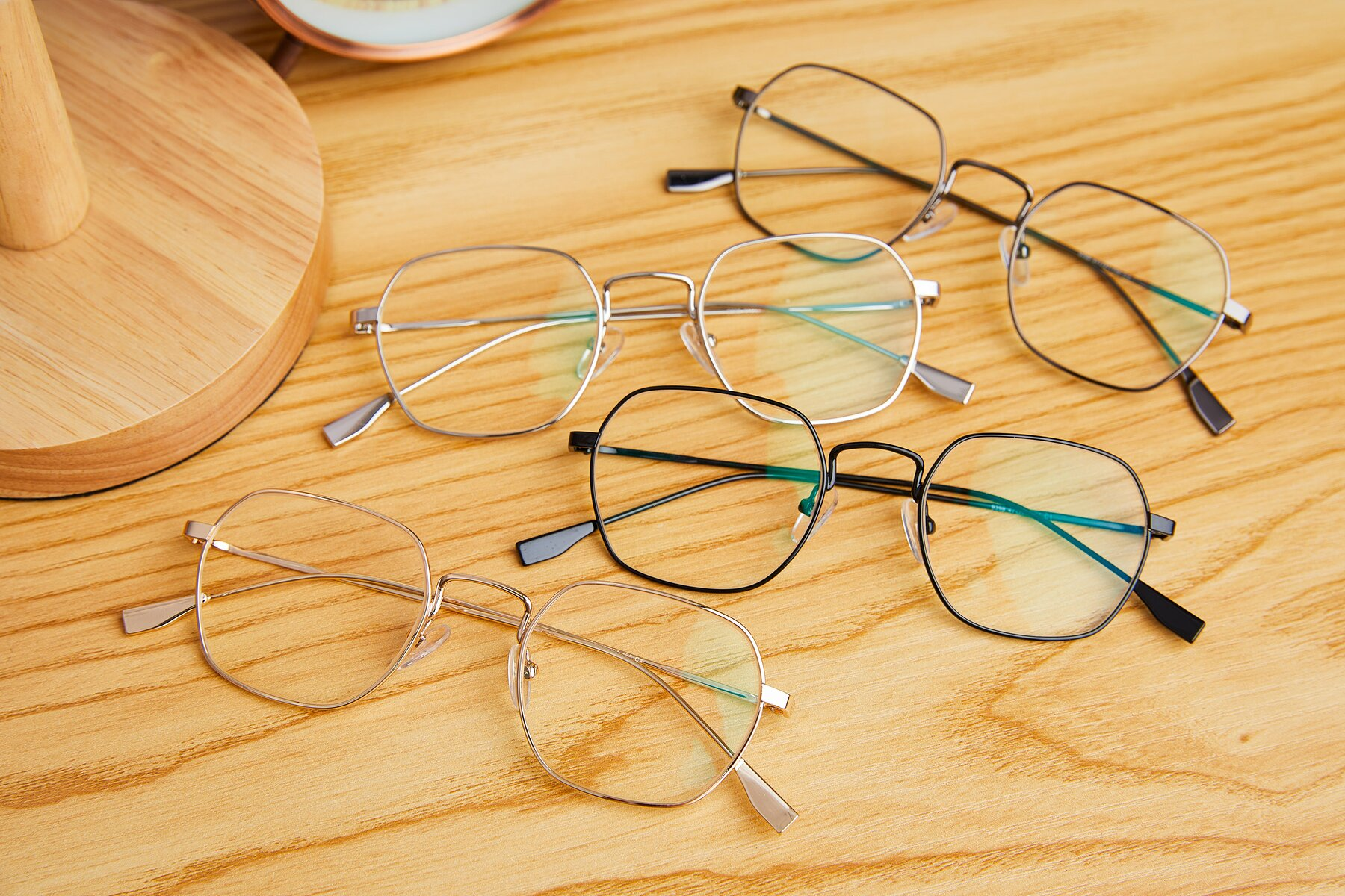 Lifestyle photography #4 of 9398 in Gold with Clear Eyeglass Lenses