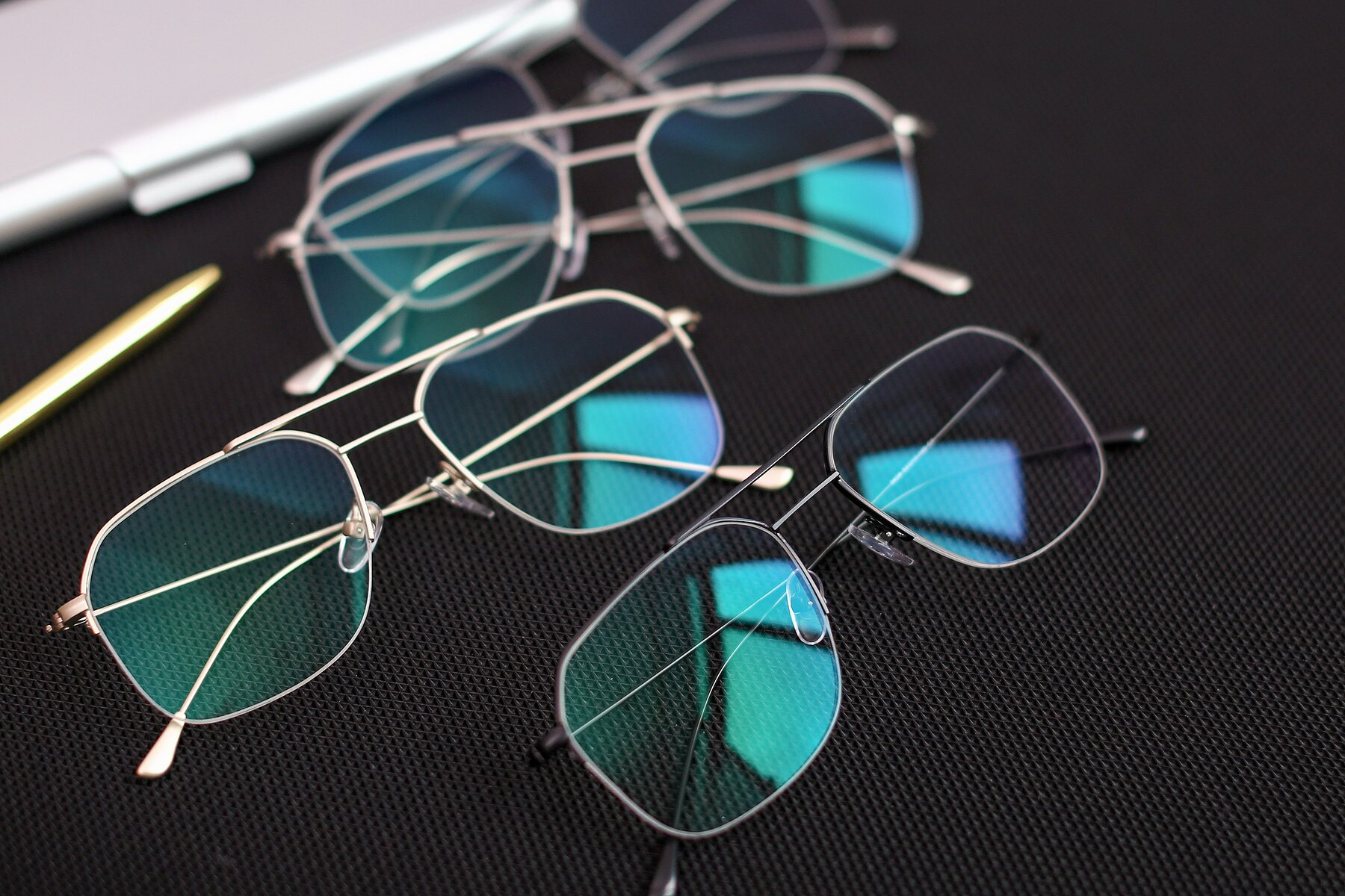 Lifestyle photography #4 of 9434 in Matte Black with Clear Blue Light Blocking Lenses