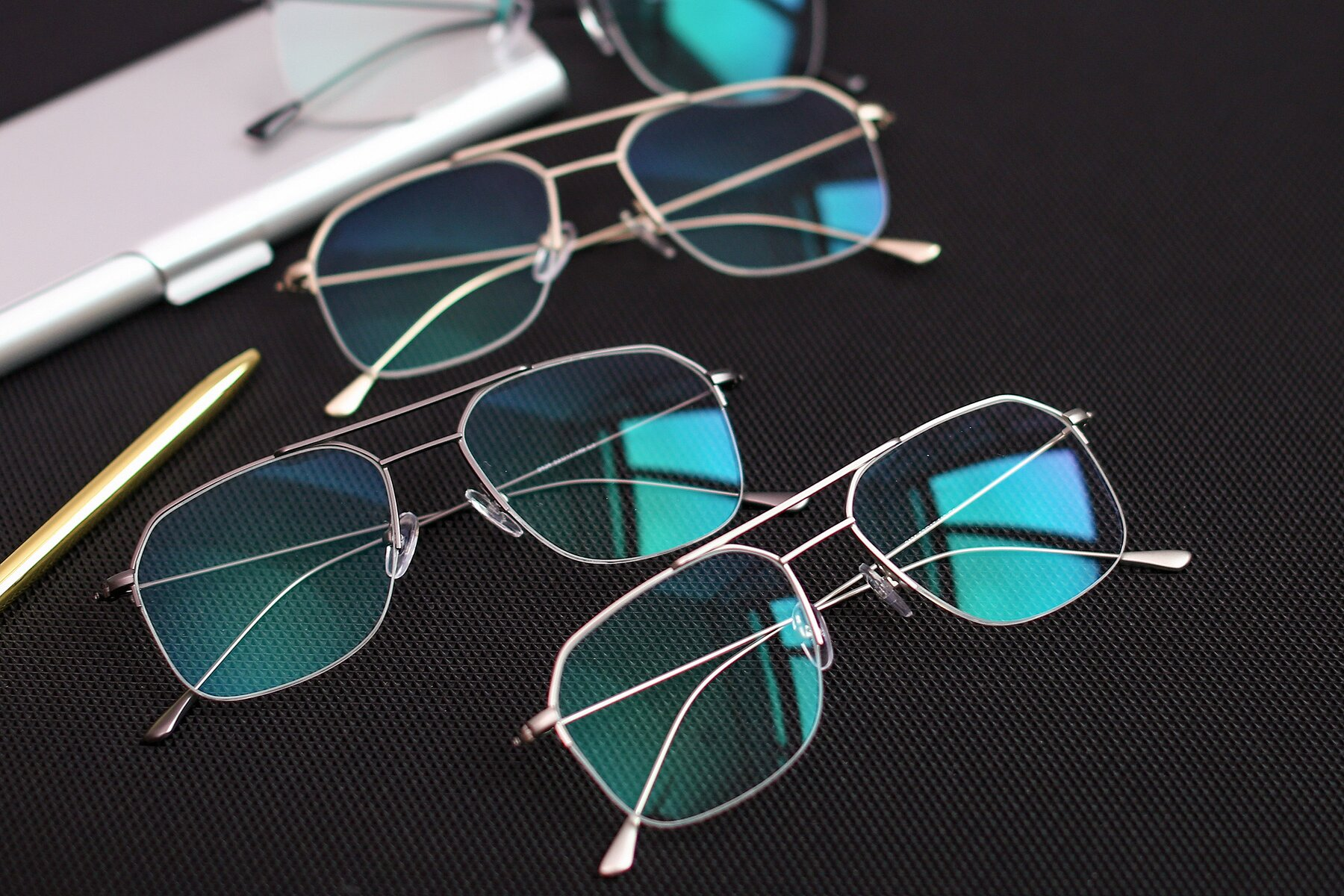 Lifestyle photography #4 of 9434 in Silver with Clear Blue Light Blocking Lenses