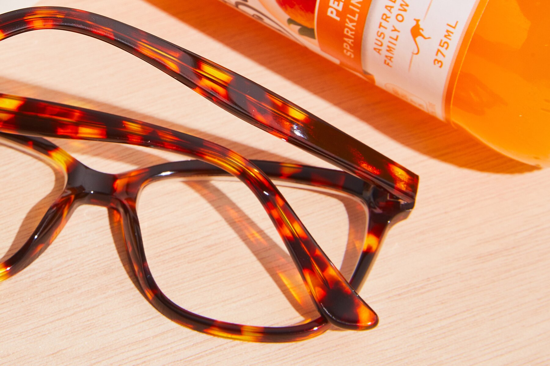 Lifestyle photography #3 of 17485 in Tortoise with Clear Eyeglass Lenses