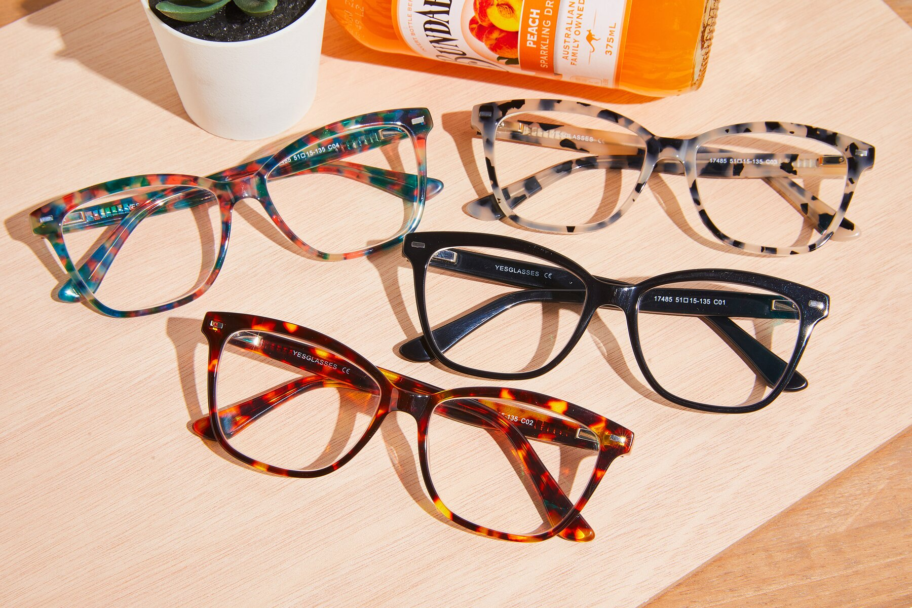 Lifestyle photography #4 of 17485 in Tortoise with Clear Eyeglass Lenses