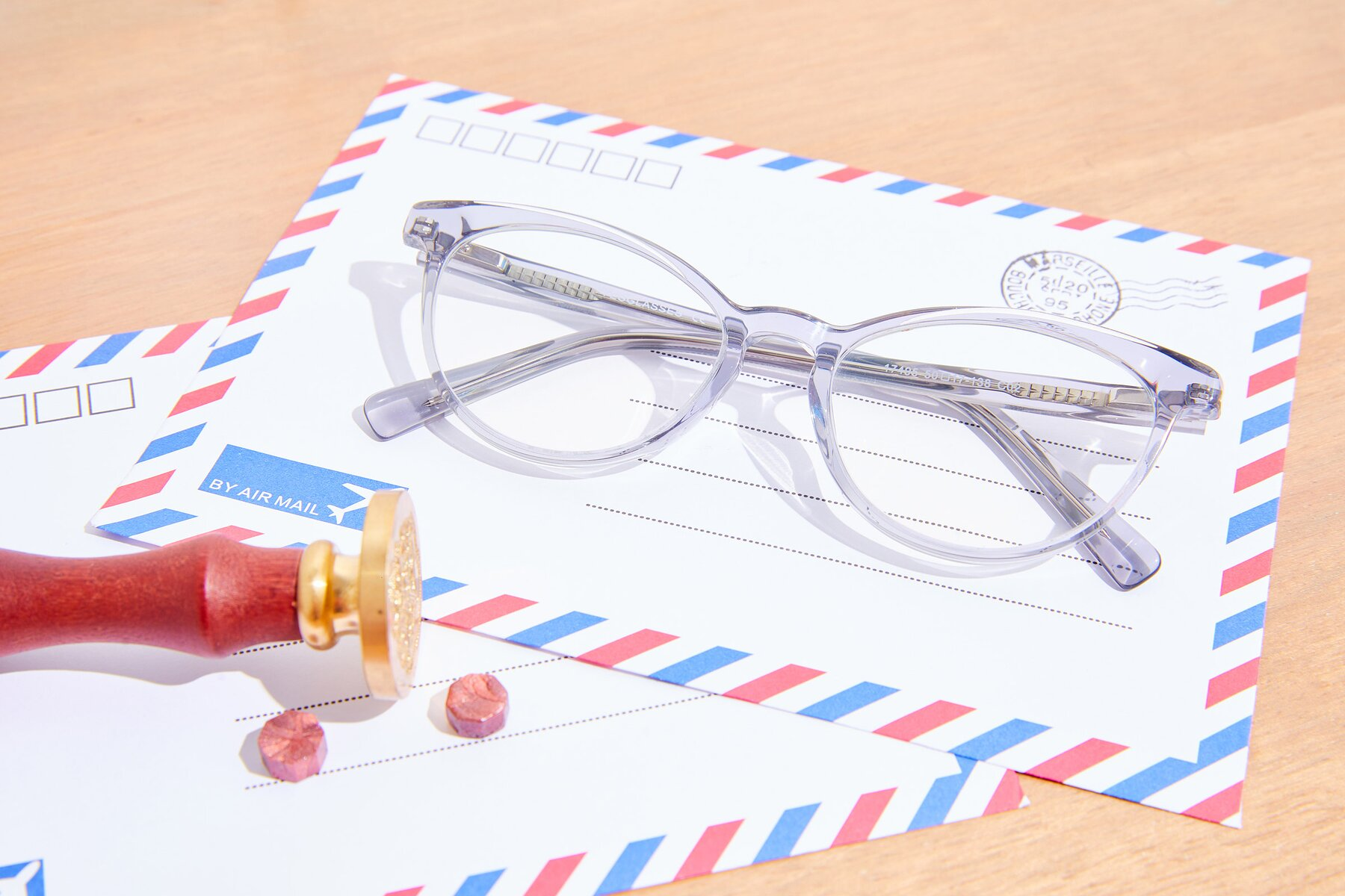 Lifestyle photography #1 of 17495 in Grey-White with Clear Eyeglass Lenses