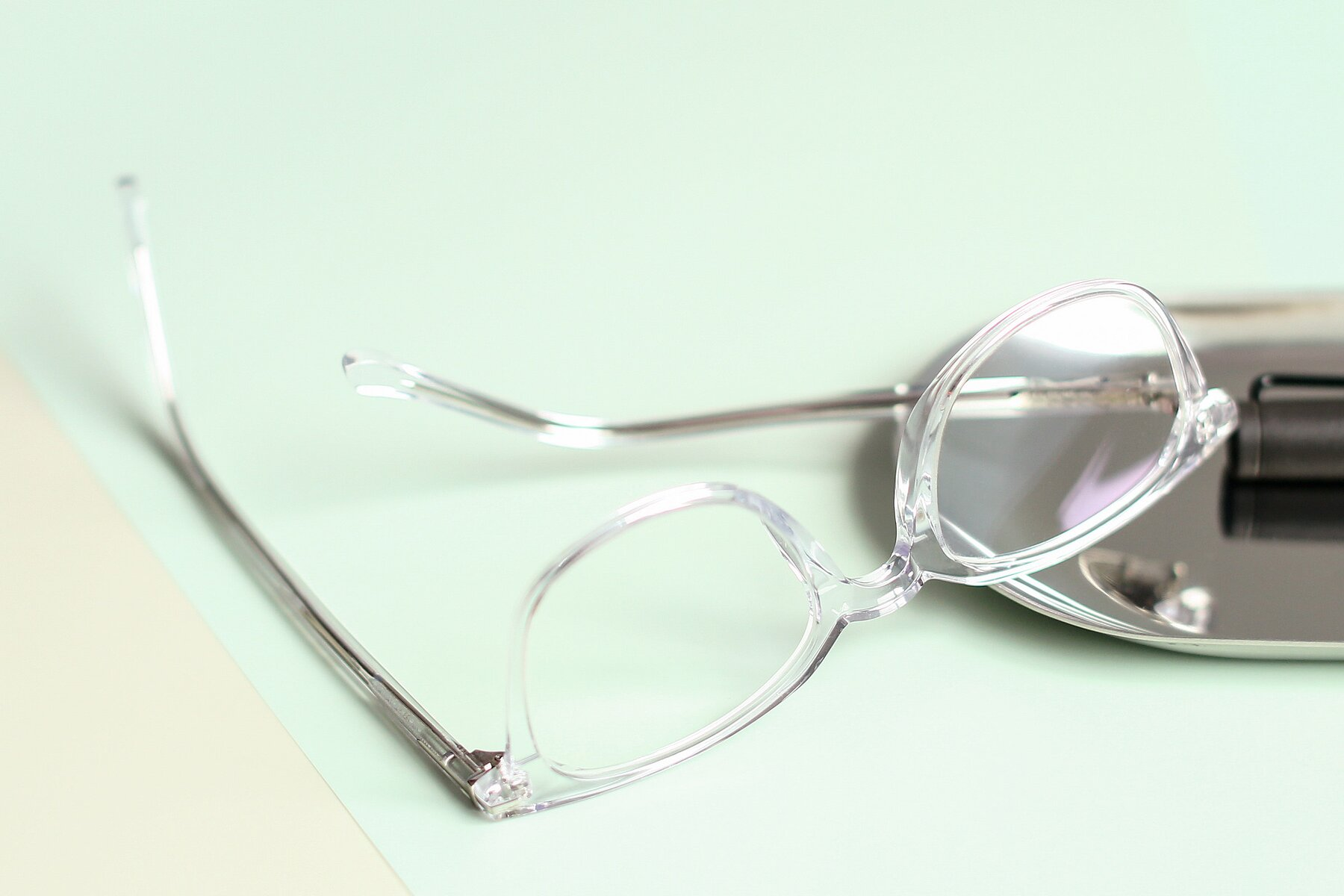 Lifestyle photography #2 of 17562 in Clear with Clear Blue Light Blocking Lenses