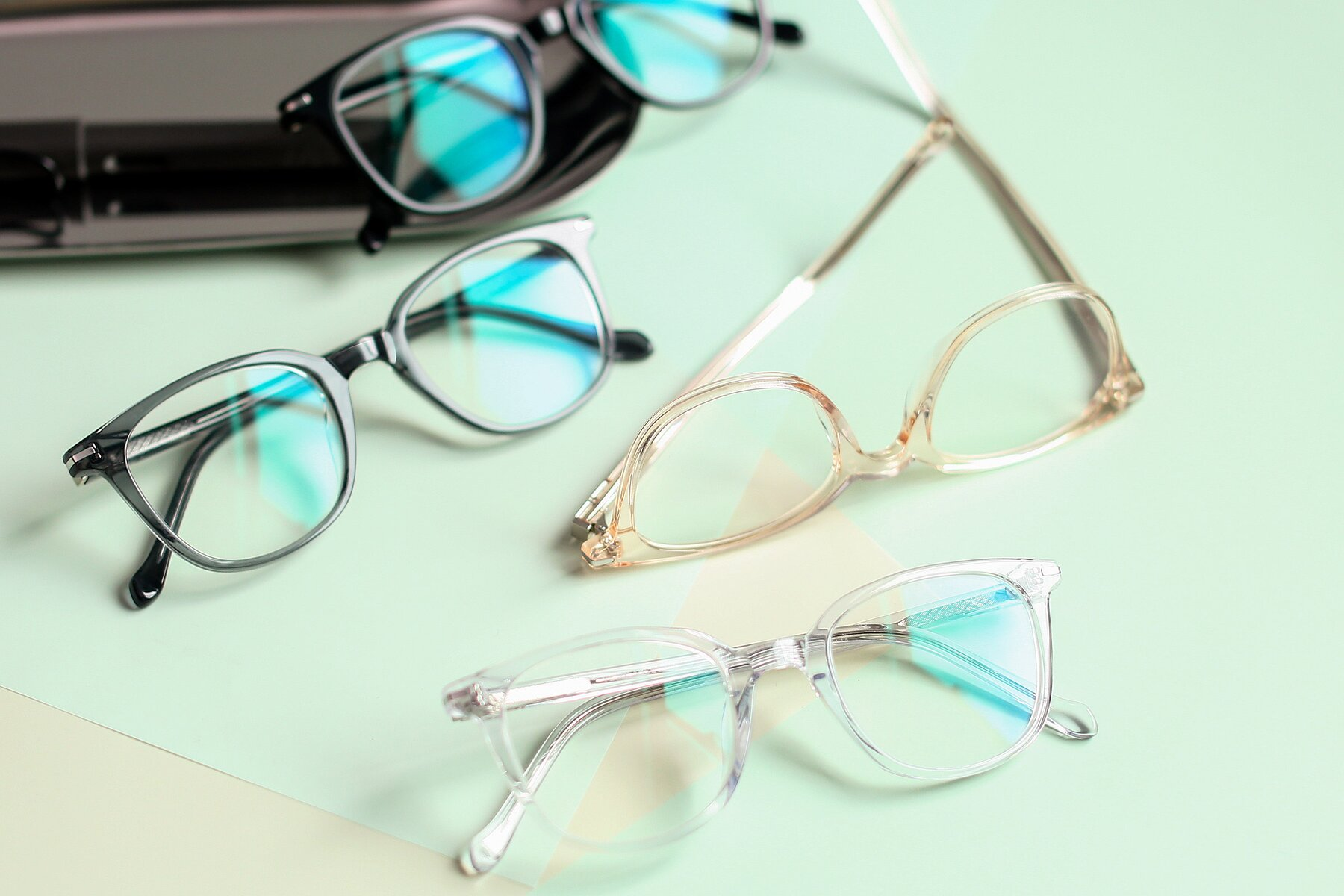 Lifestyle photography #4 of 17562 in Clear with Clear Blue Light Blocking Lenses