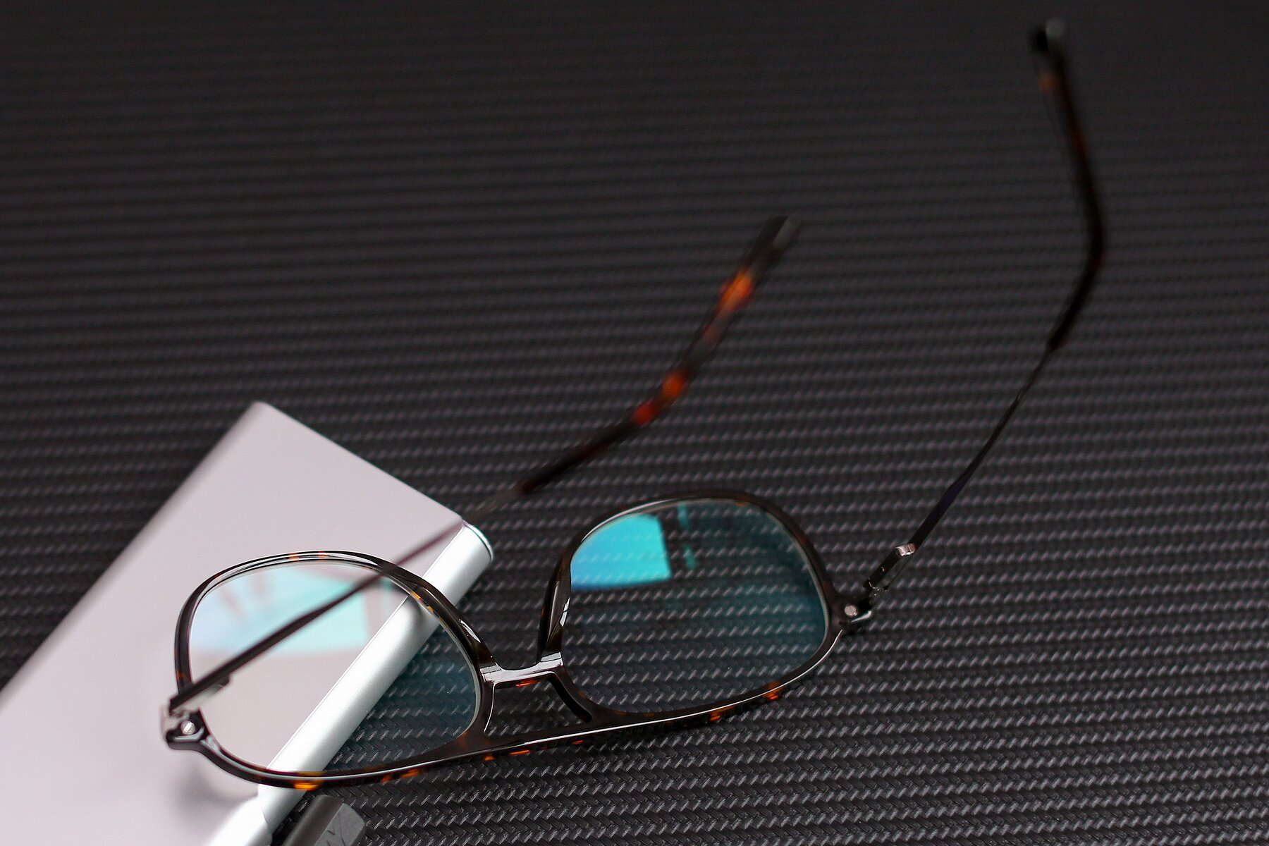Lifestyle photography #2 of 17580 in Tortoise with Clear Blue Light Blocking Lenses