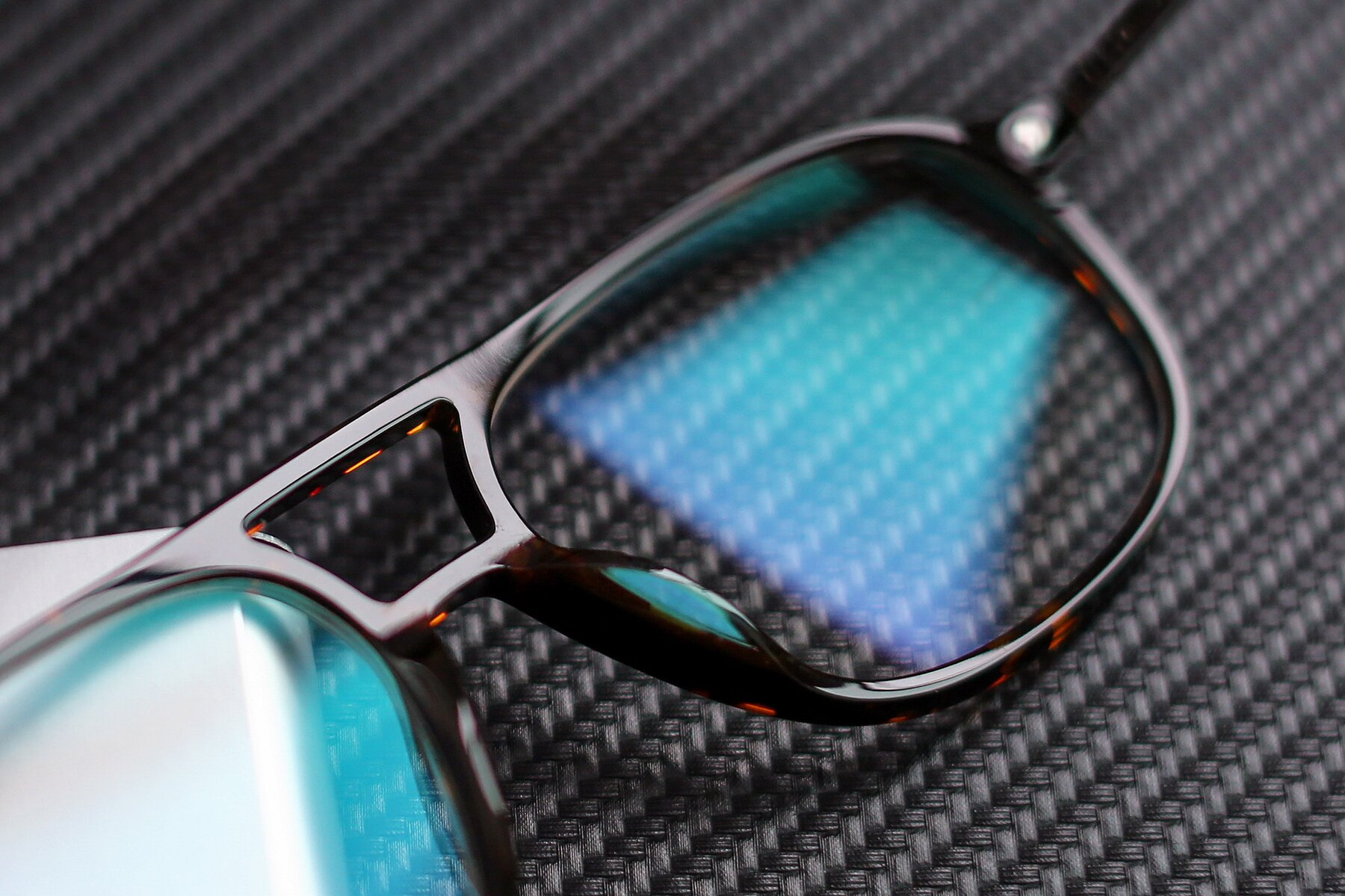 Lifestyle photography #3 of 17580 in Tortoise with Clear Blue Light Blocking Lenses
