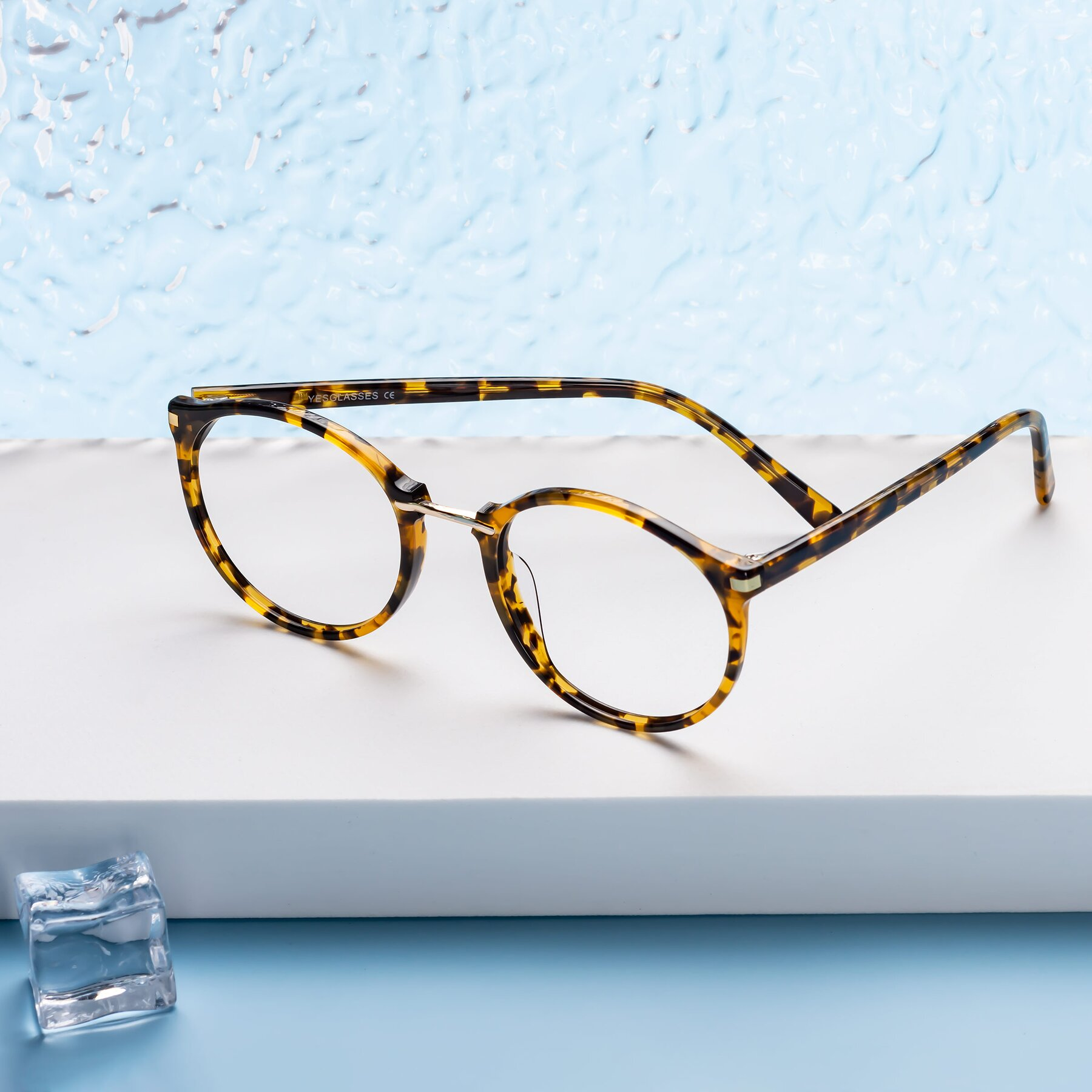 Lifestyle photography #1 of 17582 in Tortoise with Clear Eyeglass Lenses