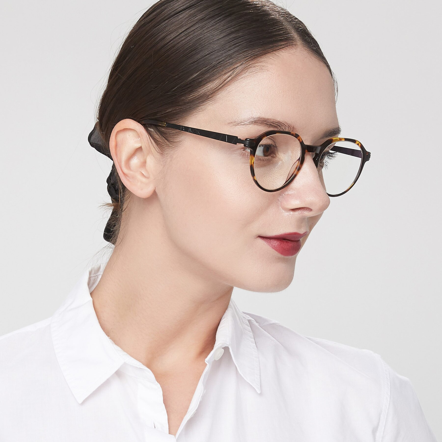 Women's lifestyle photography of 17643 in Tortoise with Clear Eyeglass Lenses