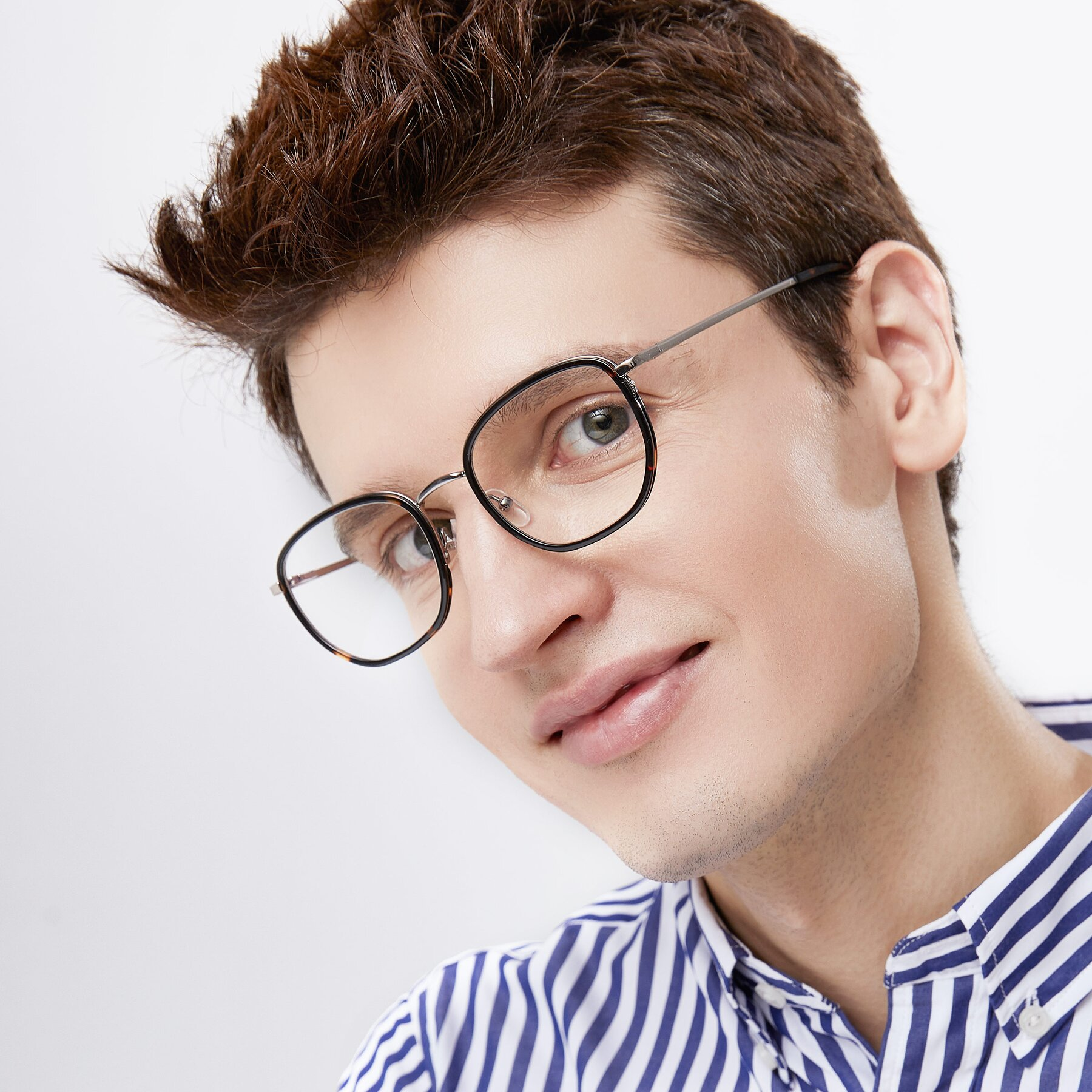 Men's lifestyle photography of 17702 in Sliver-Tortoise with Clear Eyeglass Lenses