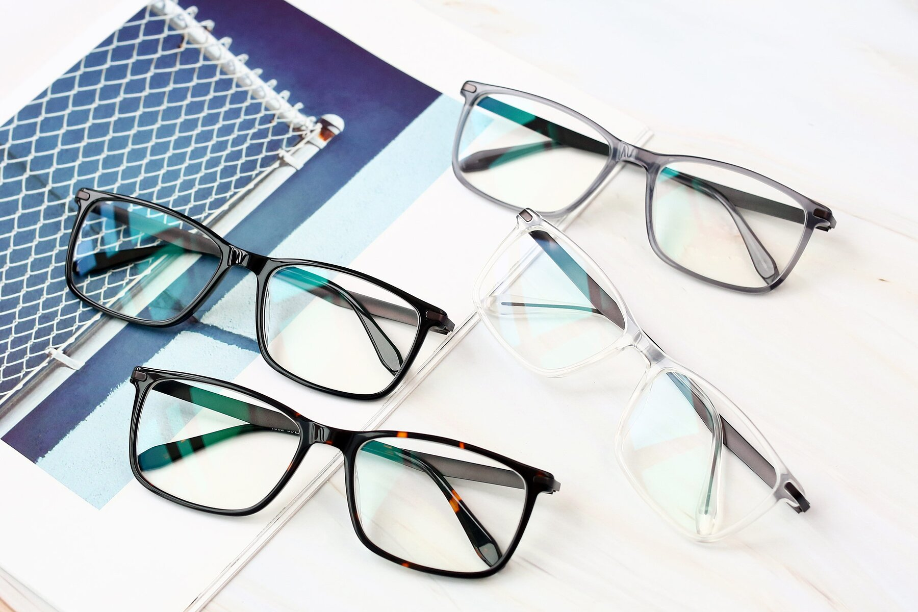Lifestyle photography #4 of T002 in Tortoise with Clear Eyeglass Lenses