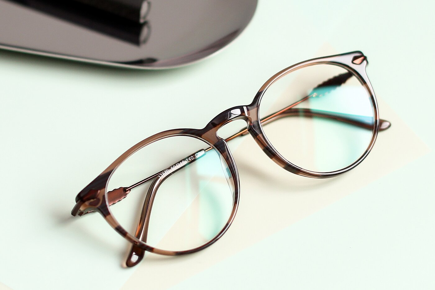 Stripe Brown Wayfarer Geek-Chic Keyhole Bridge Eyeglasses