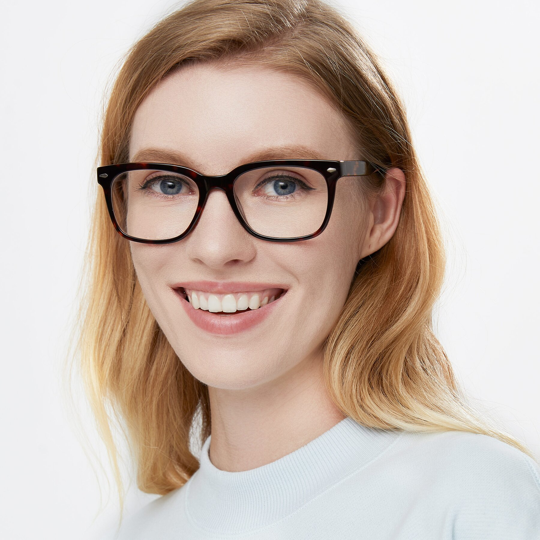 Women's lifestyle photography of 1052 in Tortoise with Clear Eyeglass Lenses