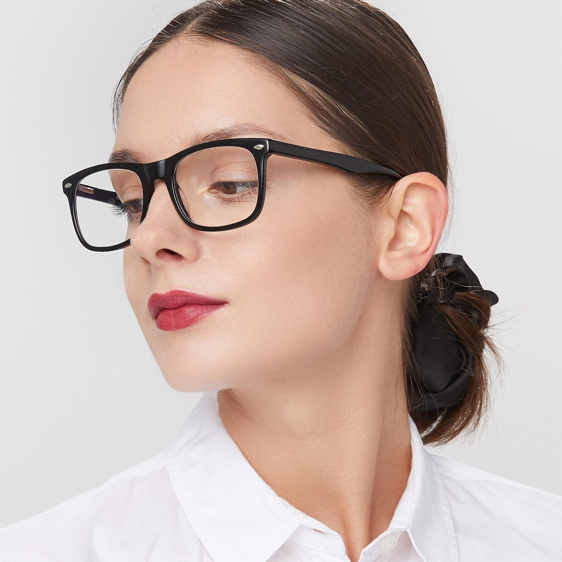 Women's lifestyle photography of 007 in Black with Clear Eyeglass Lenses