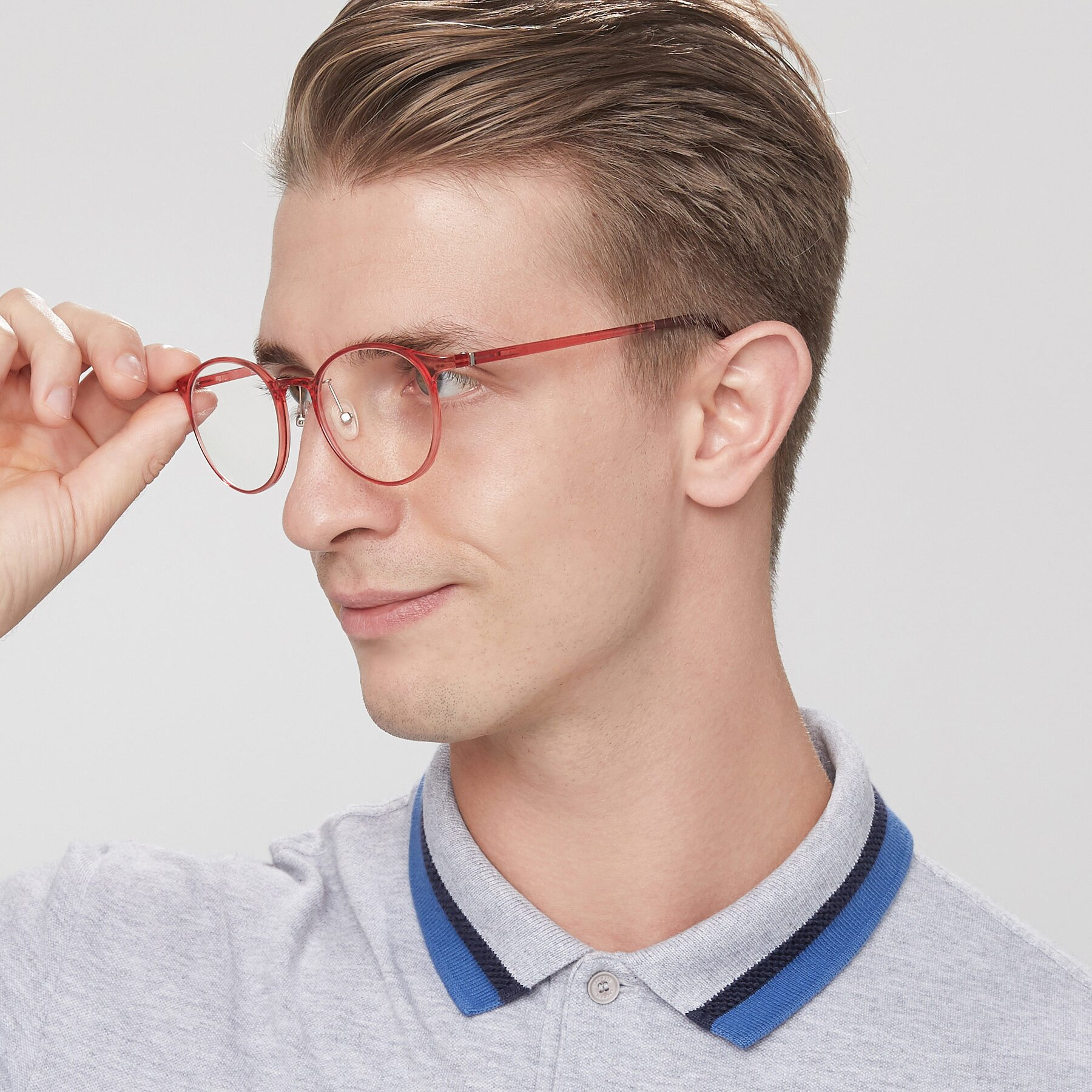 Men's lifestyle photography of S7027 in Transparent Red with Clear Blue Light Blocking Lenses