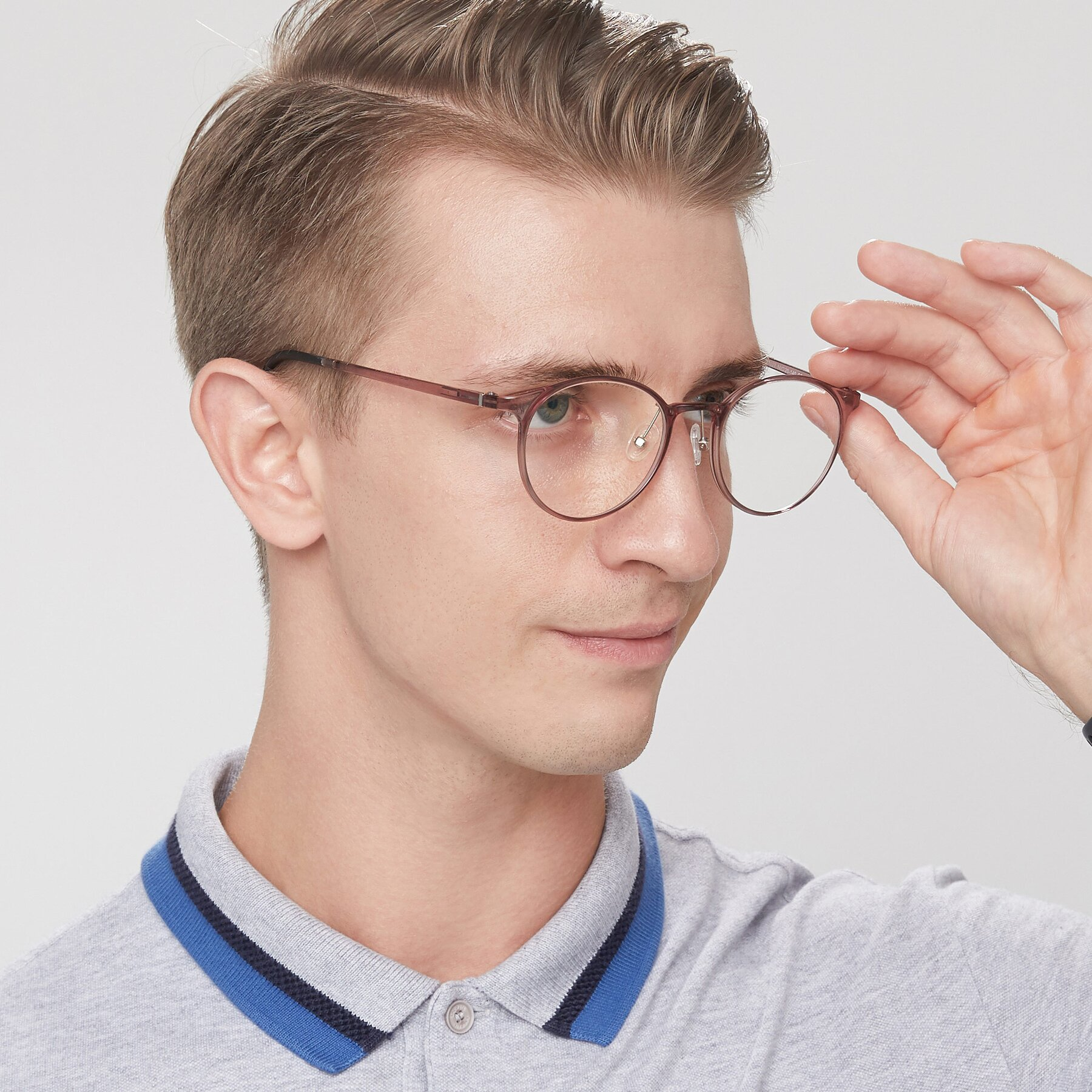 Men's lifestyle photography of S7027 in Transparent Brown with Clear Blue Light Blocking Lenses