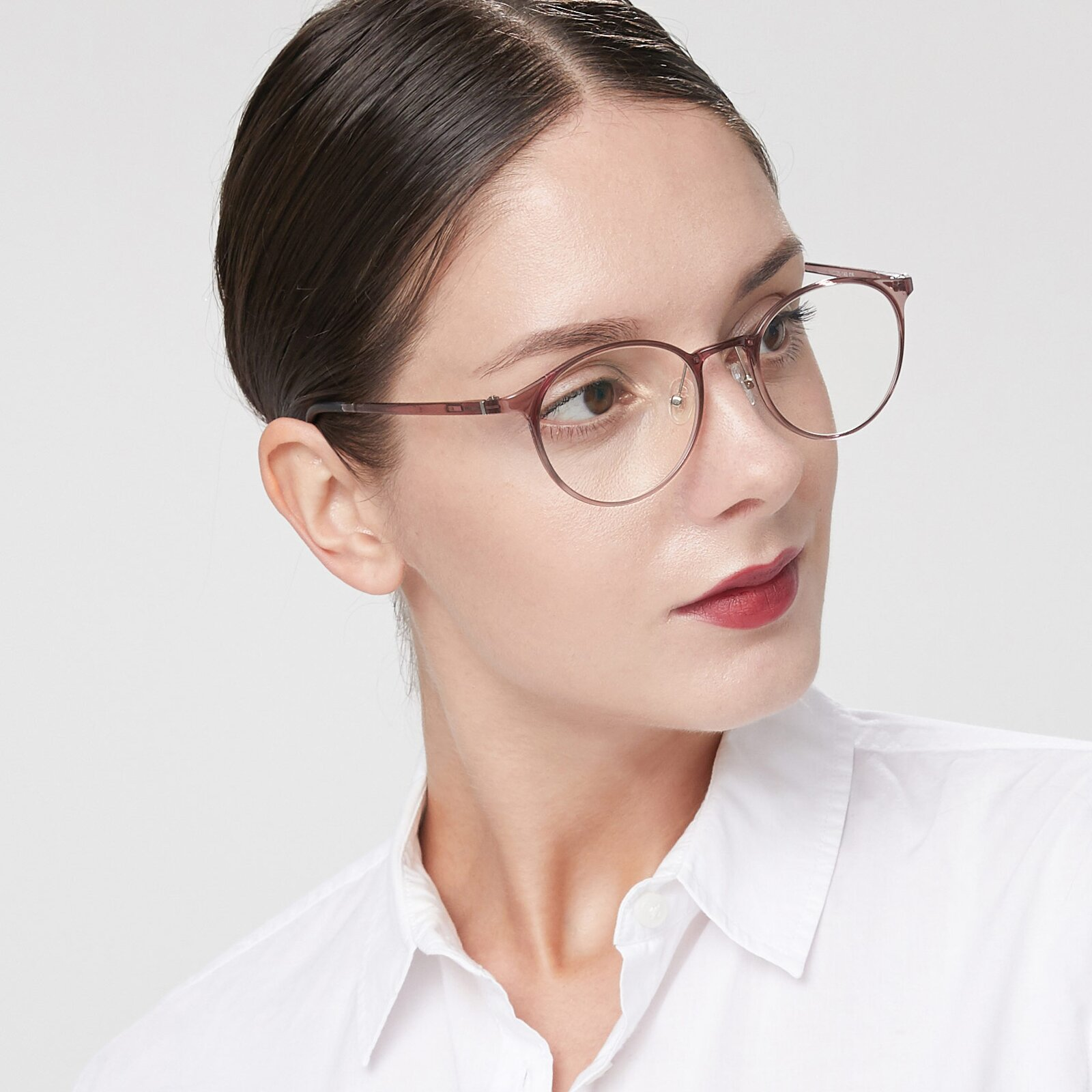 Women's lifestyle photography of S7027 in Transparent Brown with Clear Eyeglass Lenses