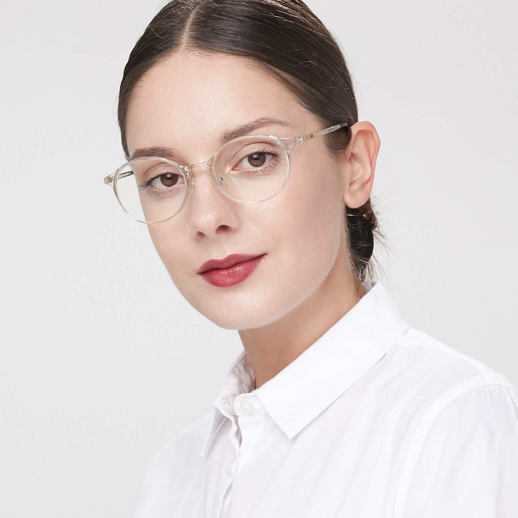 Women's lifestyle photography of S7039 in Clear with Clear Eyeglass Lenses