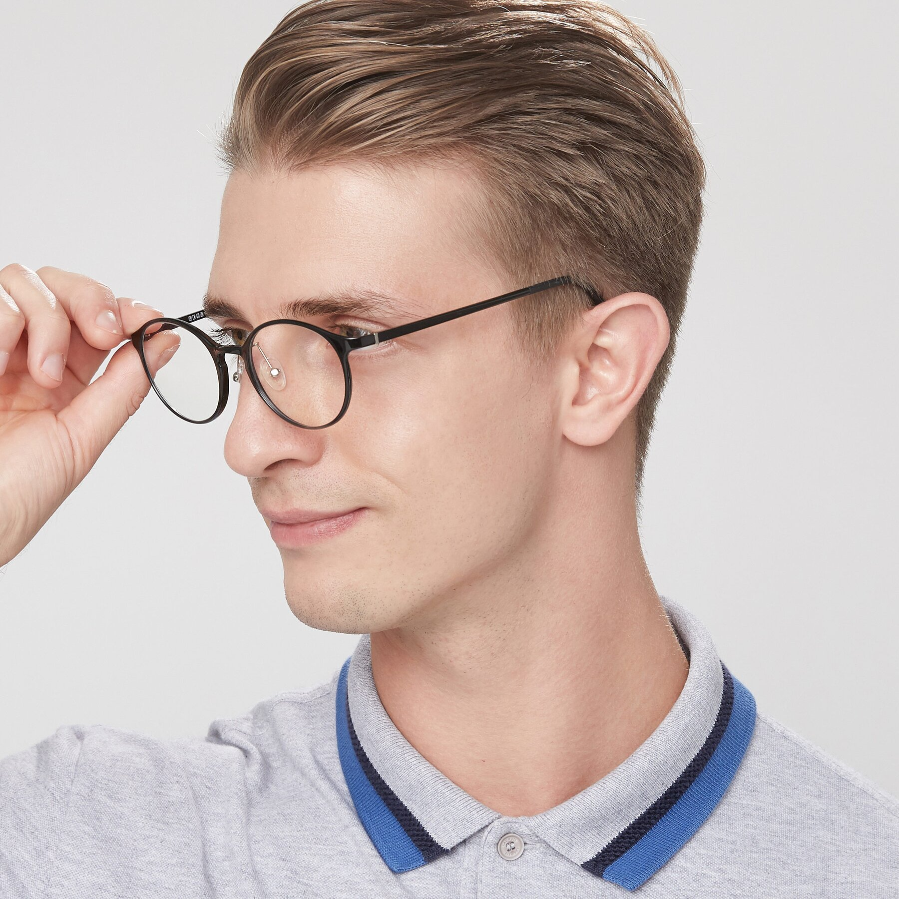 Men's lifestyle photography of S7039 in Black with Clear Eyeglass Lenses