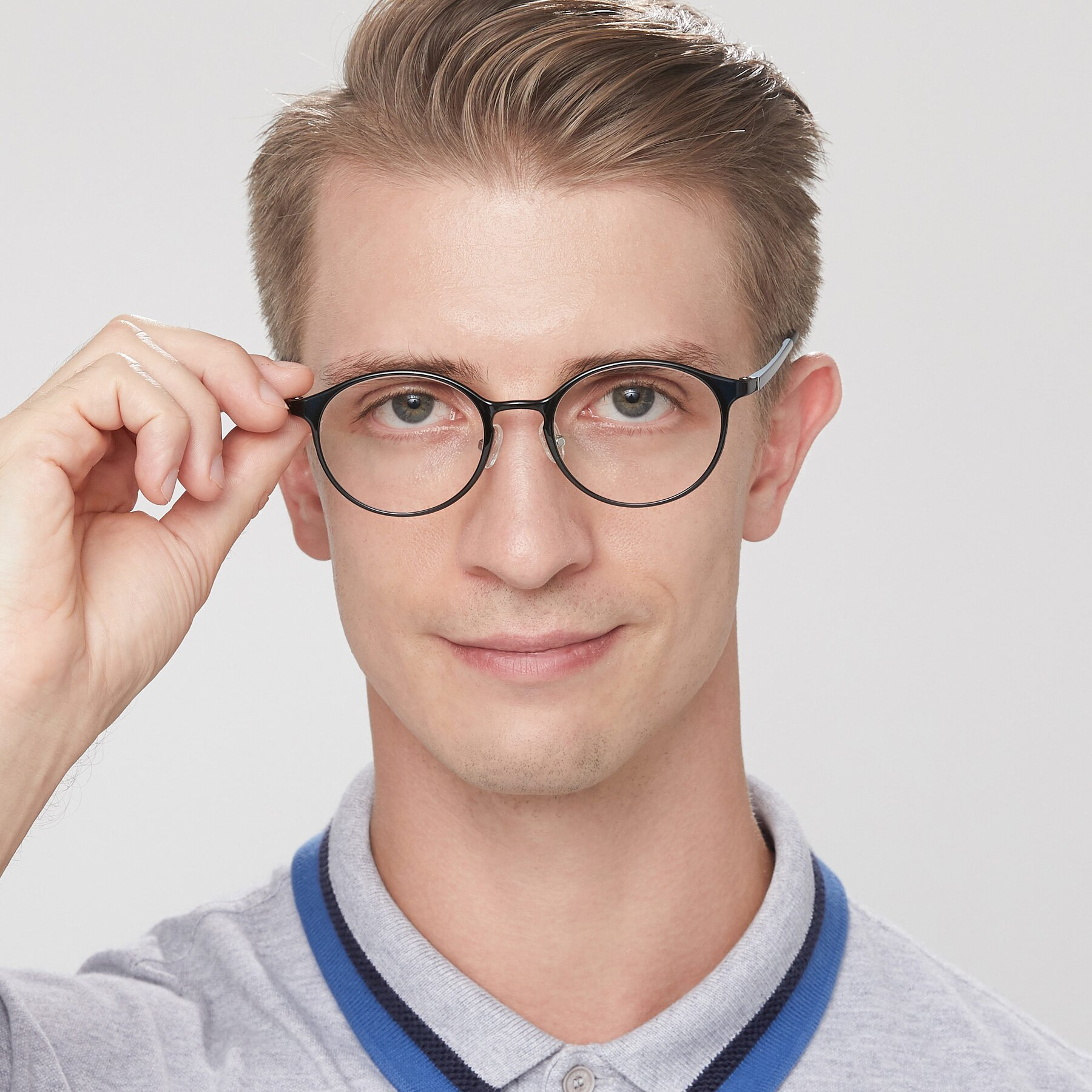 Men's lifestyle photography of S7039 in Black-Blue with Clear Eyeglass Lenses