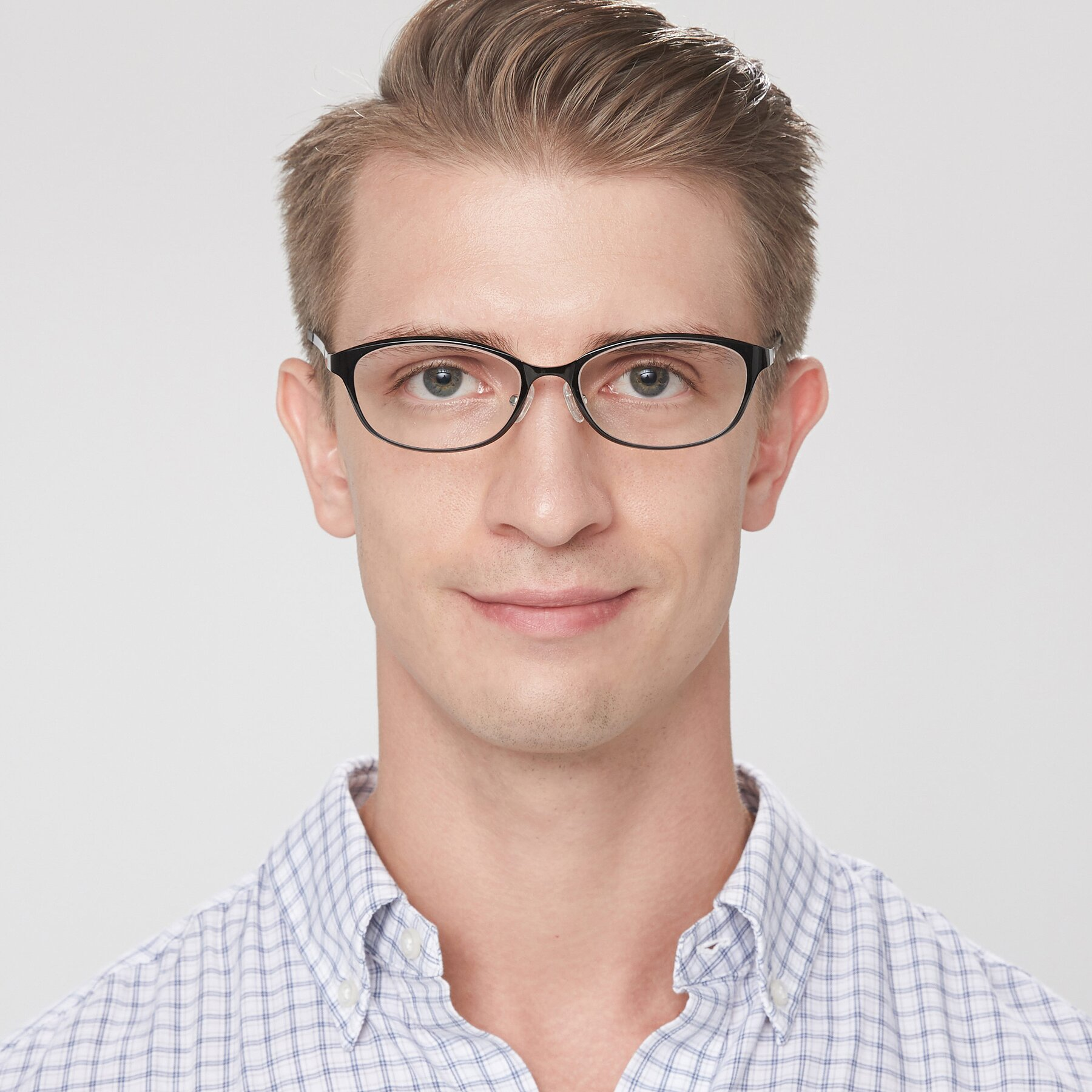 Men's lifestyle photography of S7040 in Black with Clear Eyeglass Lenses