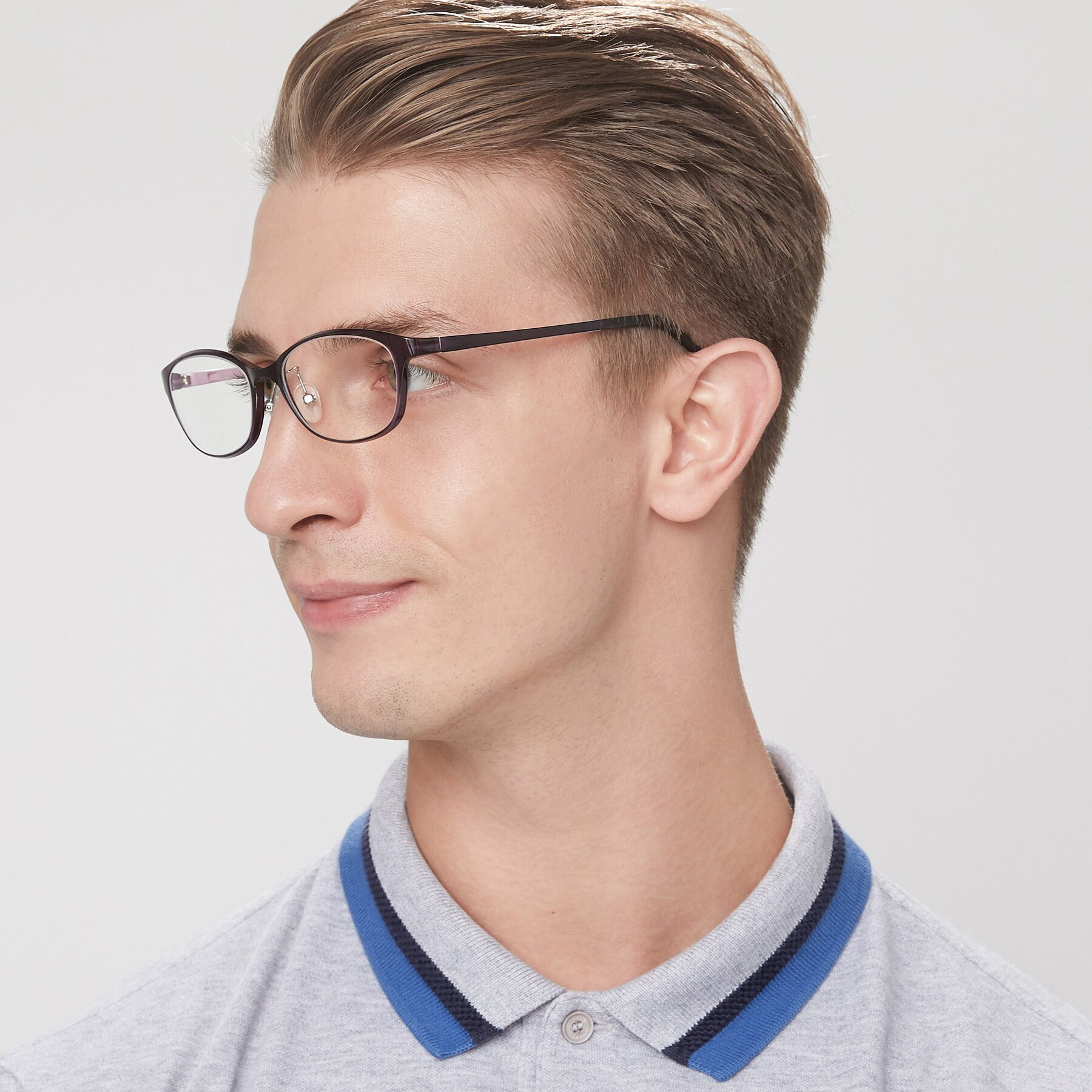 Men's lifestyle photography of S7040 in Brown-Pink with Clear Blue Light Blocking Lenses