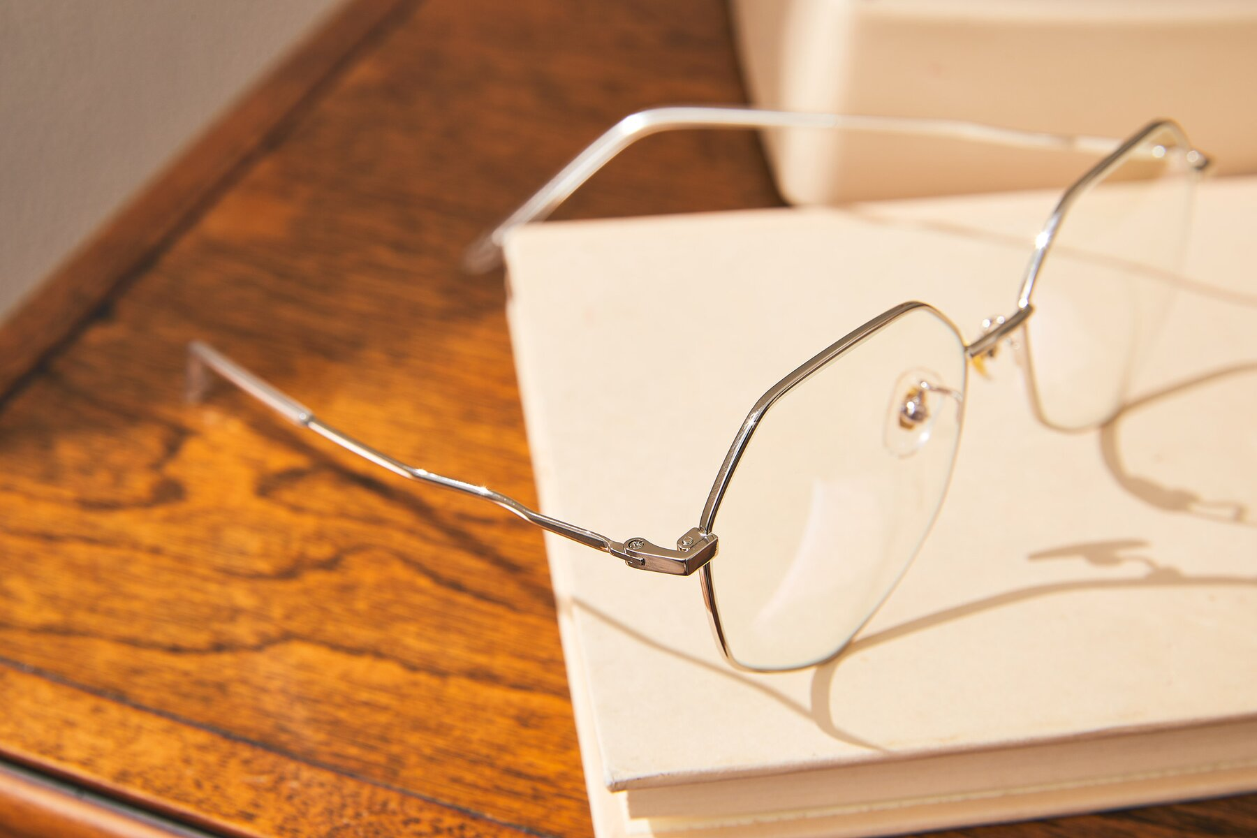 Lifestyle photography #3 of Sunshine in Silver with Clear Eyeglass Lenses