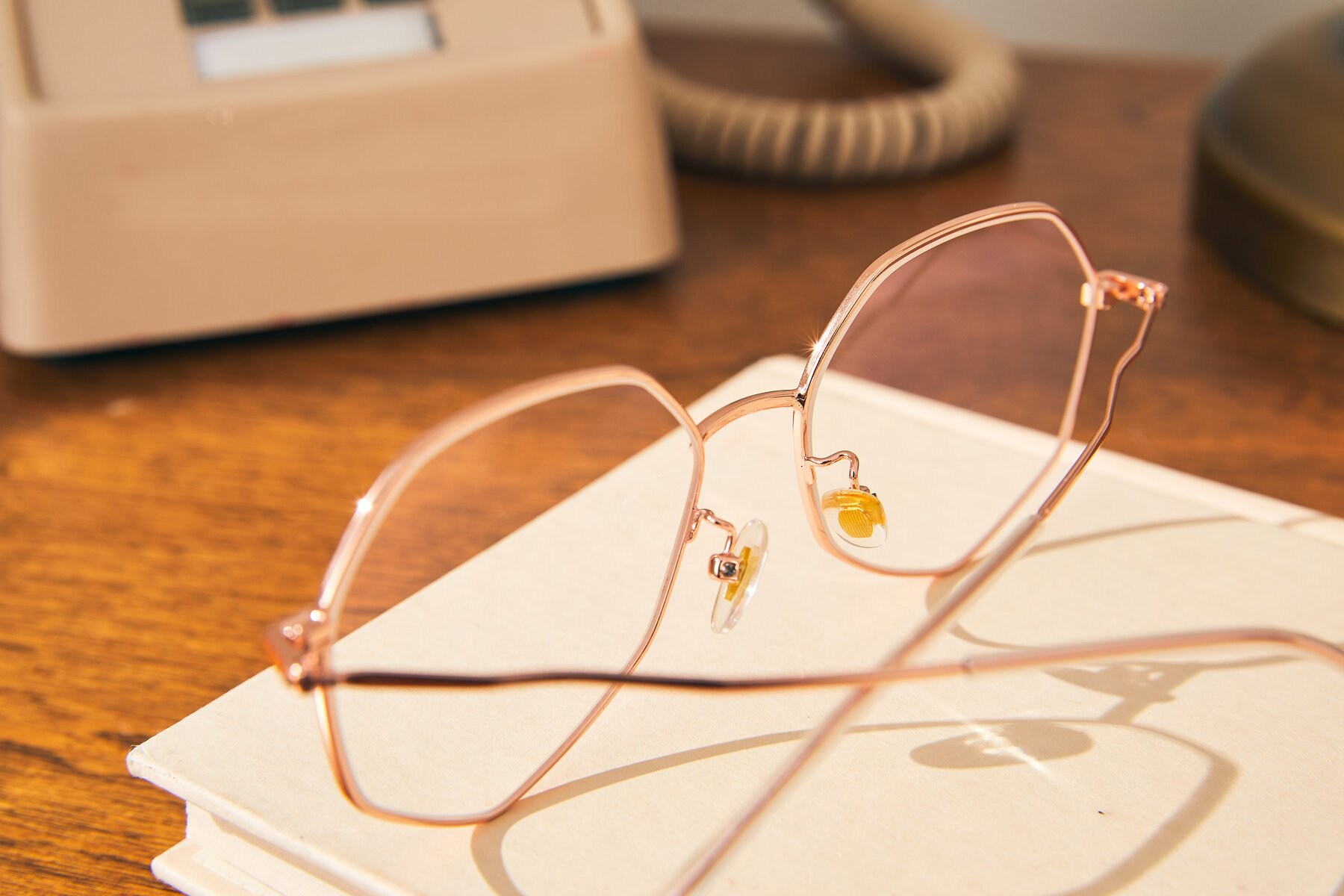 Lifestyle photography #3 of Sunshine in Rose Gold with Clear Blue Light Blocking Lenses