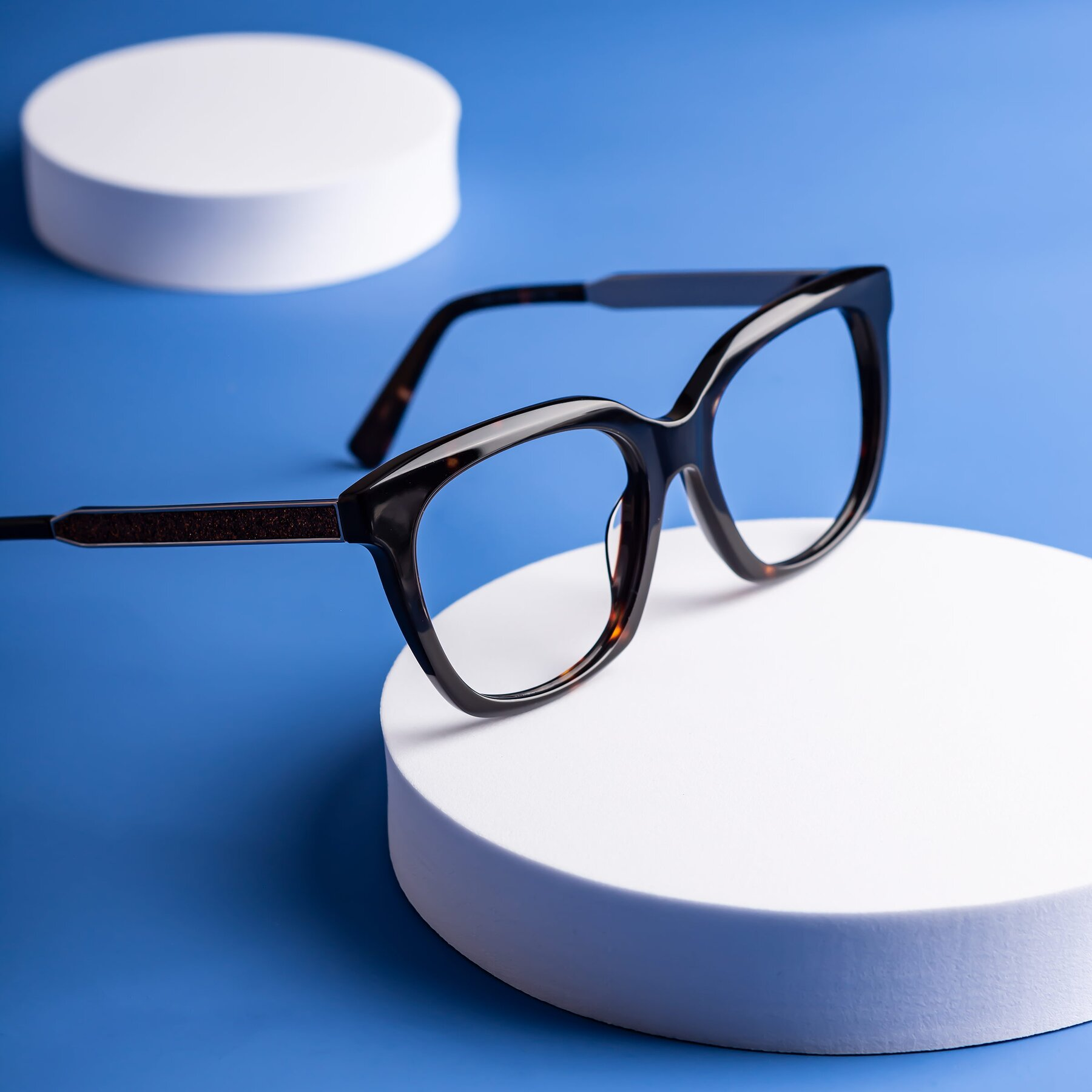Lifestyle photography #1 of Talent in Tortoise with Clear Blue Light Blocking Lenses