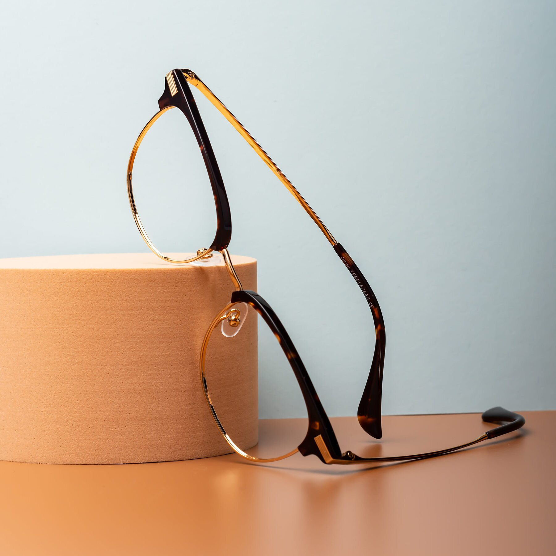 Lifestyle photography #1 of Olson in Tortoise-Gold with Clear Eyeglass Lenses