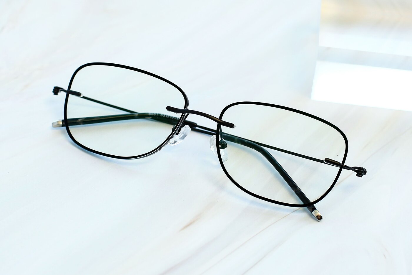 Black-Gun Flexible Rectangle Color-Edged Rimless Eyeglasses