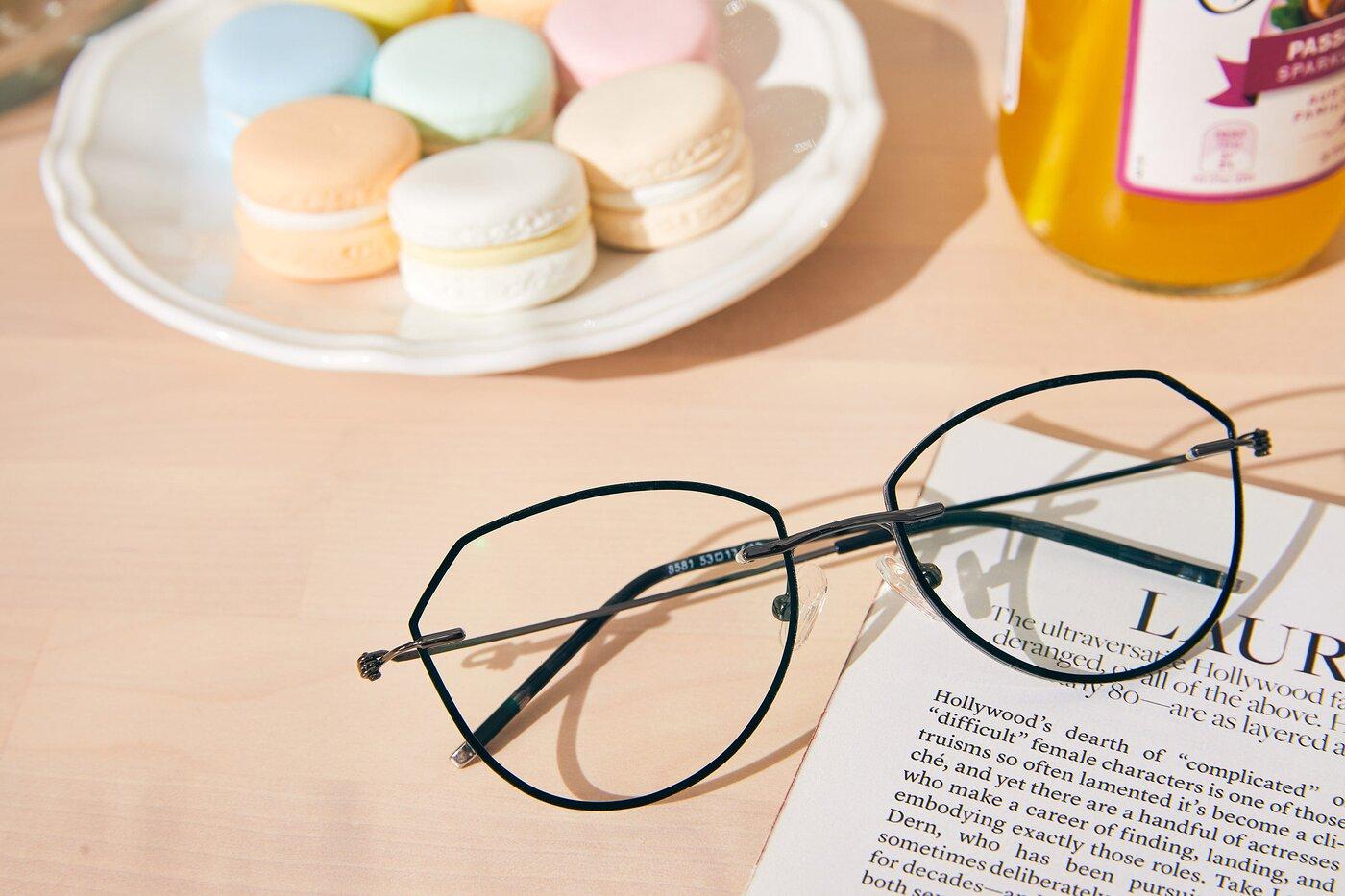 Black-Gun Hipster Irregular Color-Edged Rimless Eyeglasses