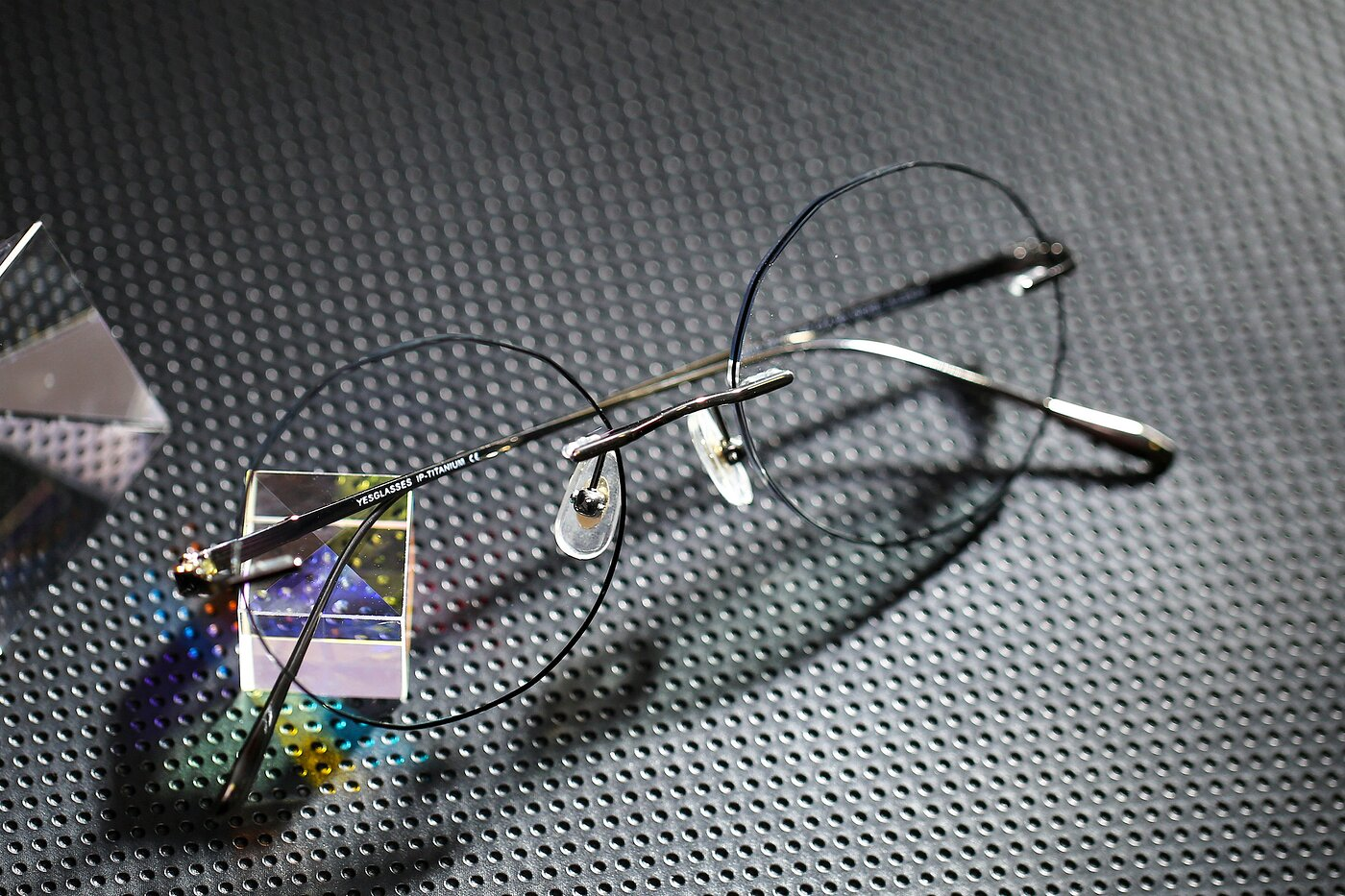 Gun-Black Geometric Round Color-Edged Rimless Eyeglasses