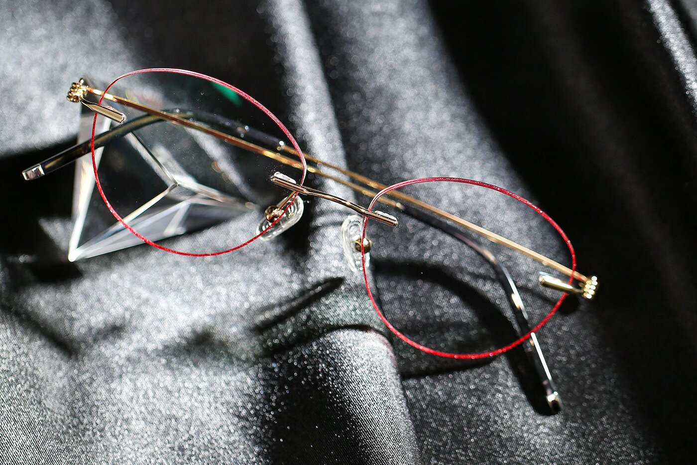 Gold-Red Thin Metal Color-Edged Rimless Eyeglasses