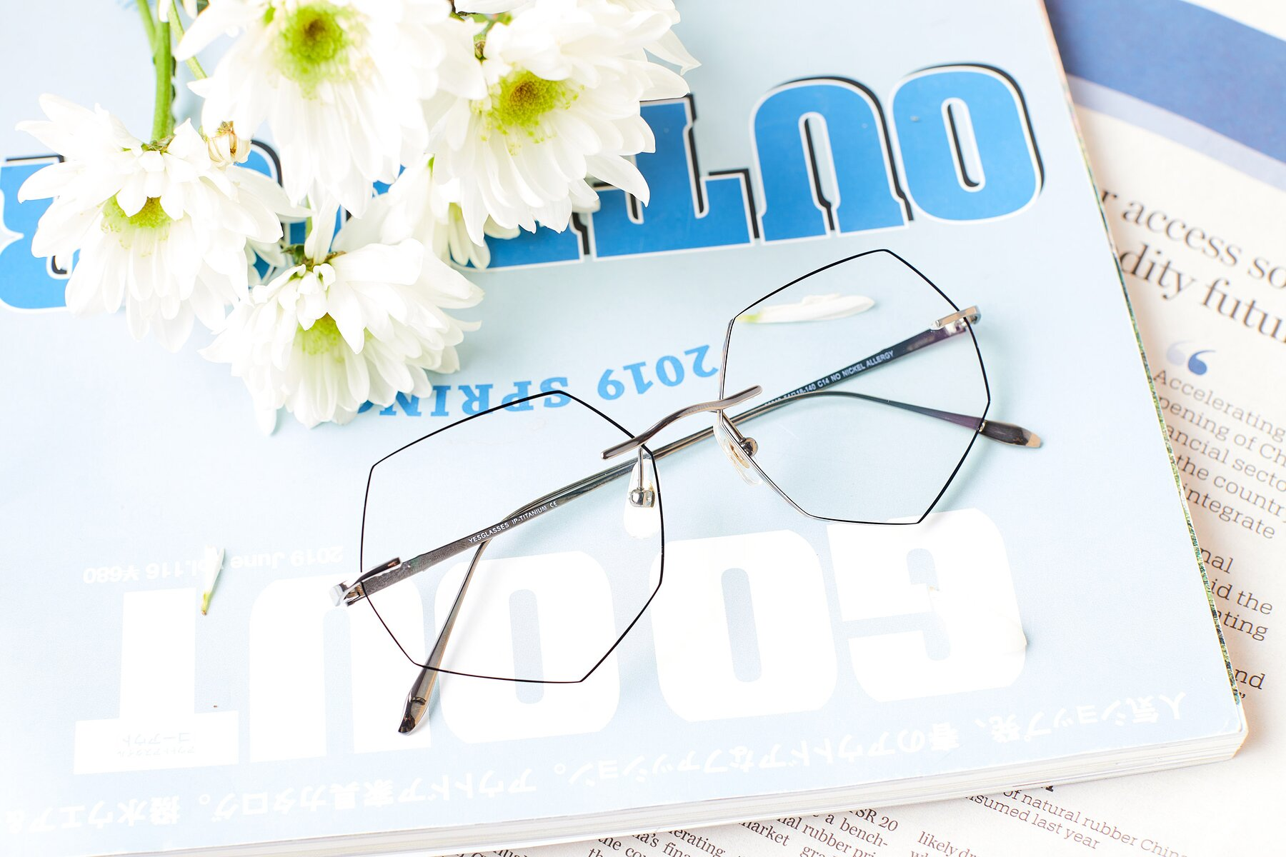 Lifestyle photography #1 of Y7019 in Gun-Black with Clear Eyeglass Lenses