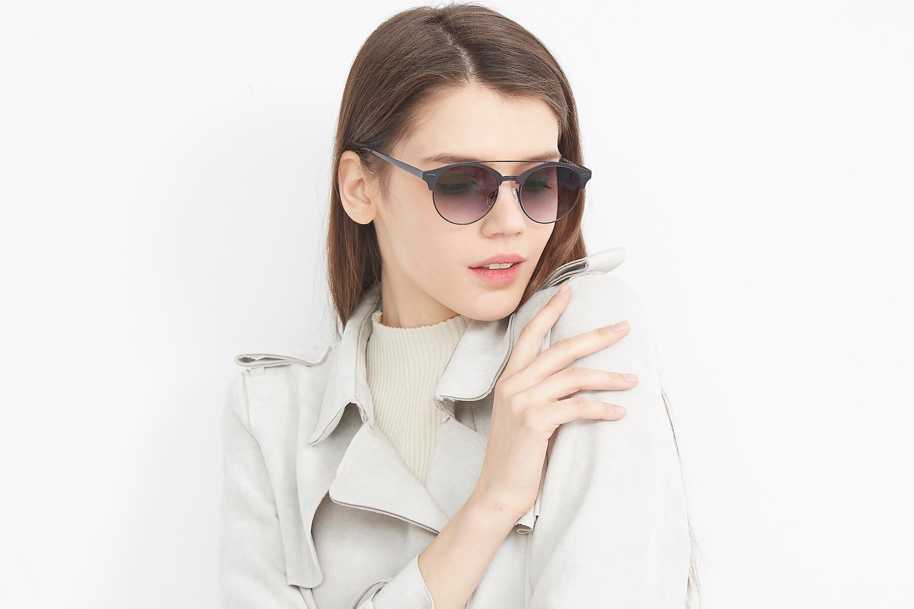 Women's lifestyle photography (landscape-1) of SSR183 in Black with Gray Gradient Lenses