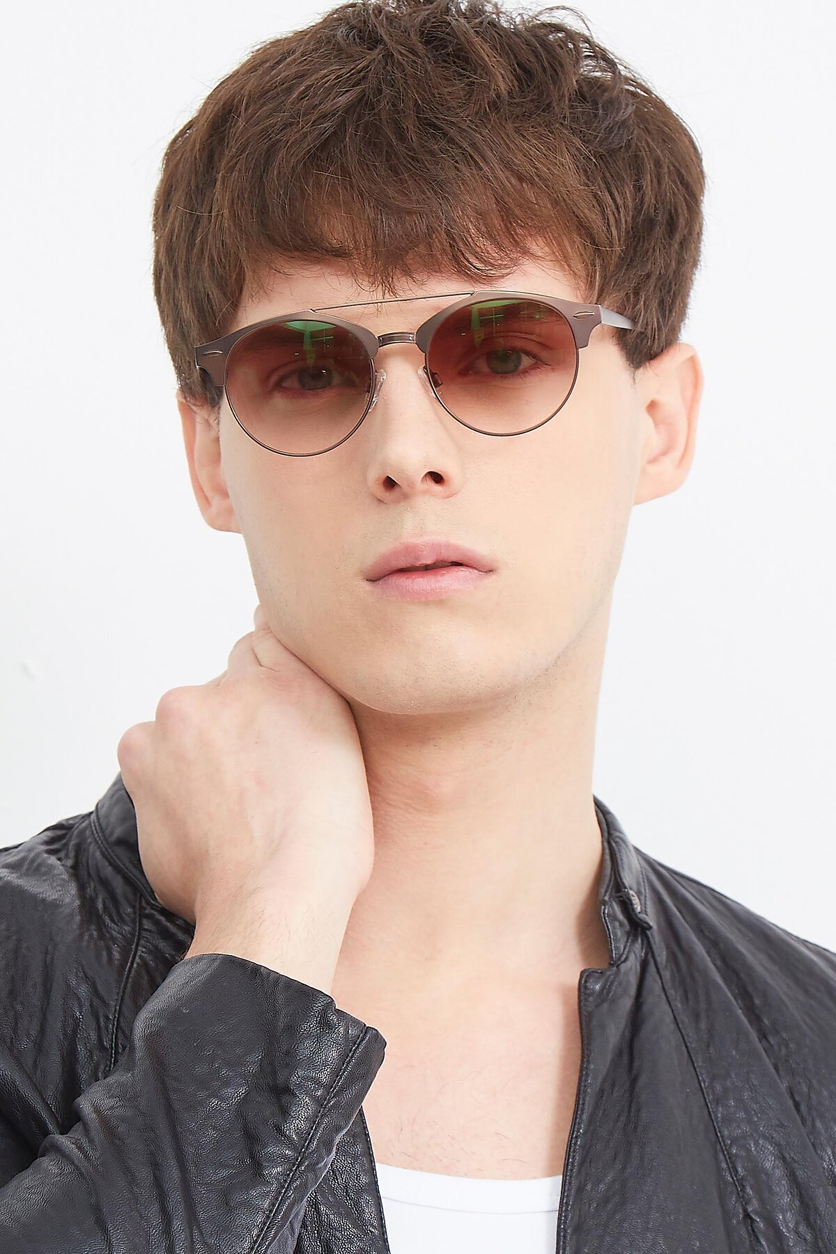 Men's lifestyle photography (portrait-2) of SSR183 in Chocolate with Brown Gradient Lenses